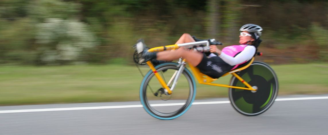 https://upload.wikimedia.org/wikipedia/commons/d/df/Maria_Parker_setting_the_24-hour_world_record_on_the_Cruzbike_Vendetta_recumbent_bicycle.JPG