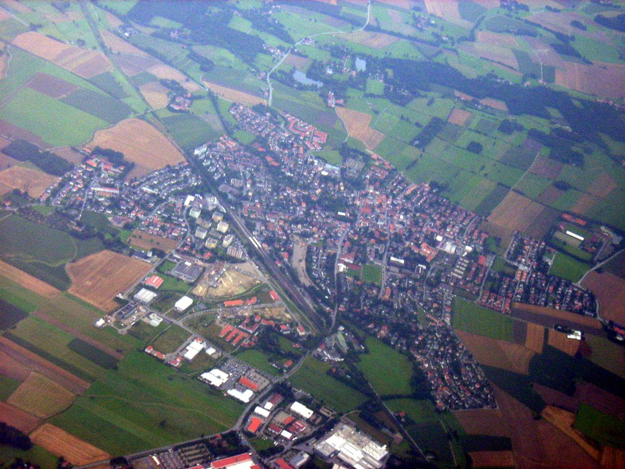 File:Markt Schwaben, Luftaufnahme von Westen 1.jpeg