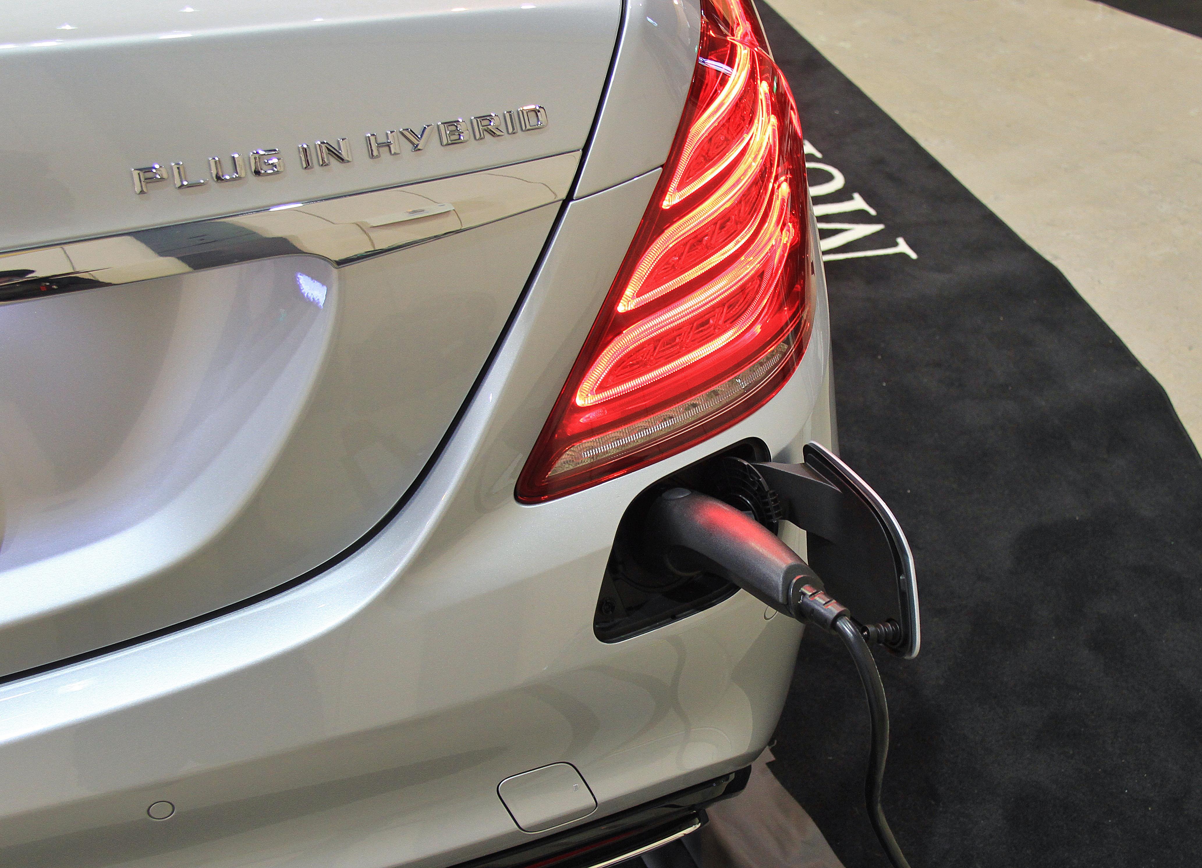 filemercedes benz s550 plug in hybrid long chargingjpg - S550 Plug In Hybrid