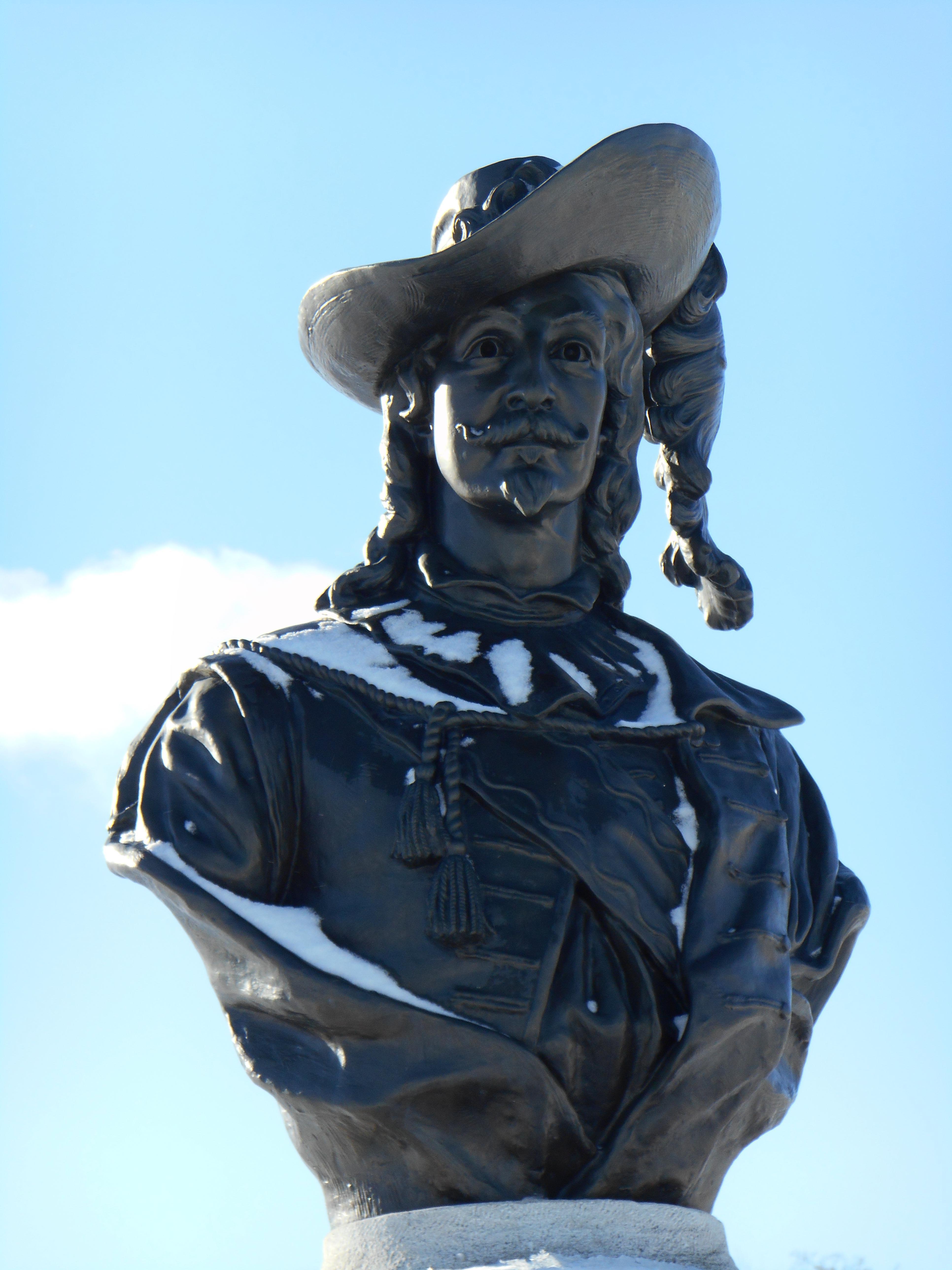 File:Monument de Pierre Du Gua de Monts 04.JPG - Wikimedia