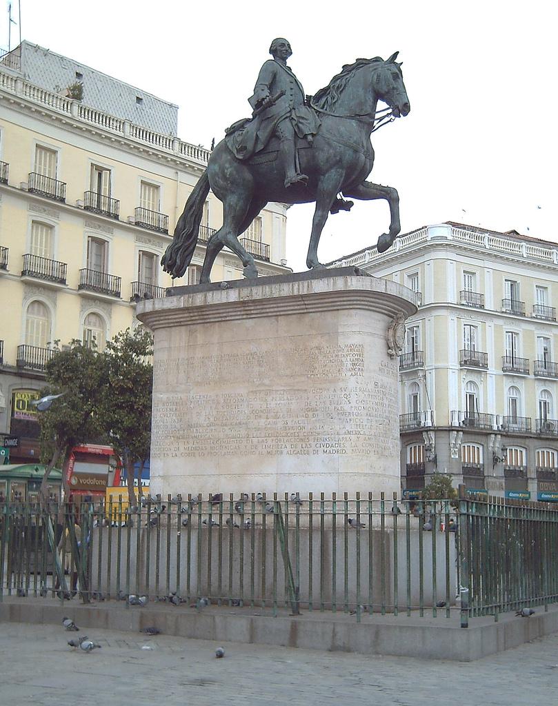 Segunda salida: el Madrid medieval cristiano (parroquias e iglesias) Monumento_a_Carlos_III_%28Madrid%29_03