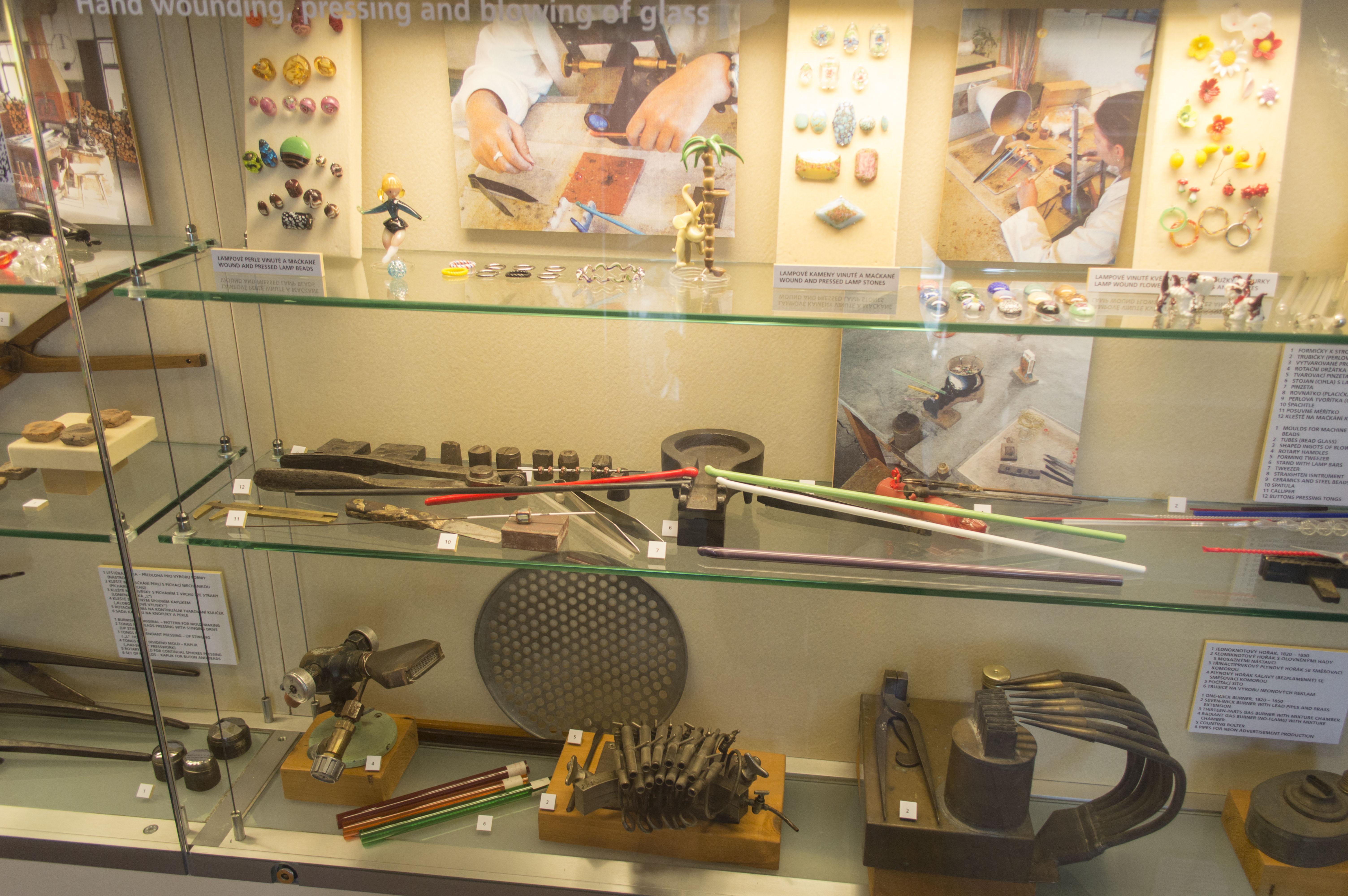 File Muzeum skla a bižuterie v Jablonci 11.jpg - Wikimedia Commons 5660481039
