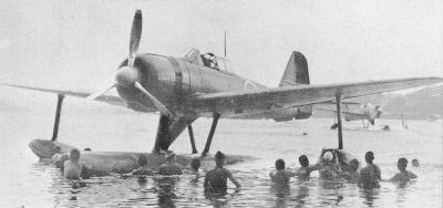 ショートランド諸島で駐機中の二式水上戦闘機