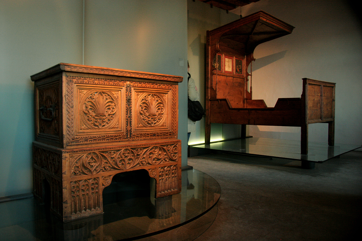 File:Old furniture in Hohensalzburg.jpg - File:Old Furniture In Hohensalzburg.jpg - Wikimedia Commons