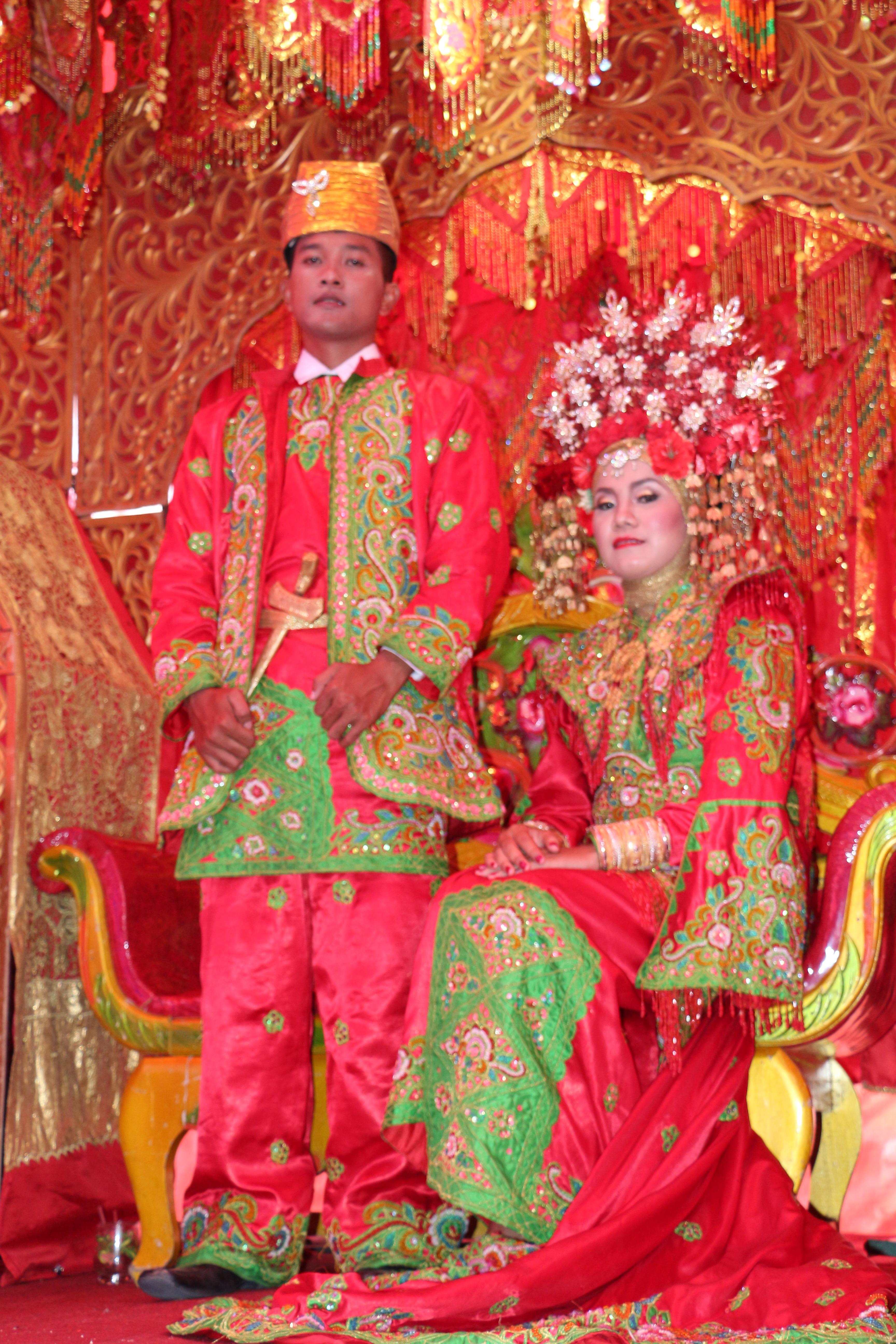 Berkas:Pakaian Penganti Adat Kota Padang Sumatra Barat.jpg