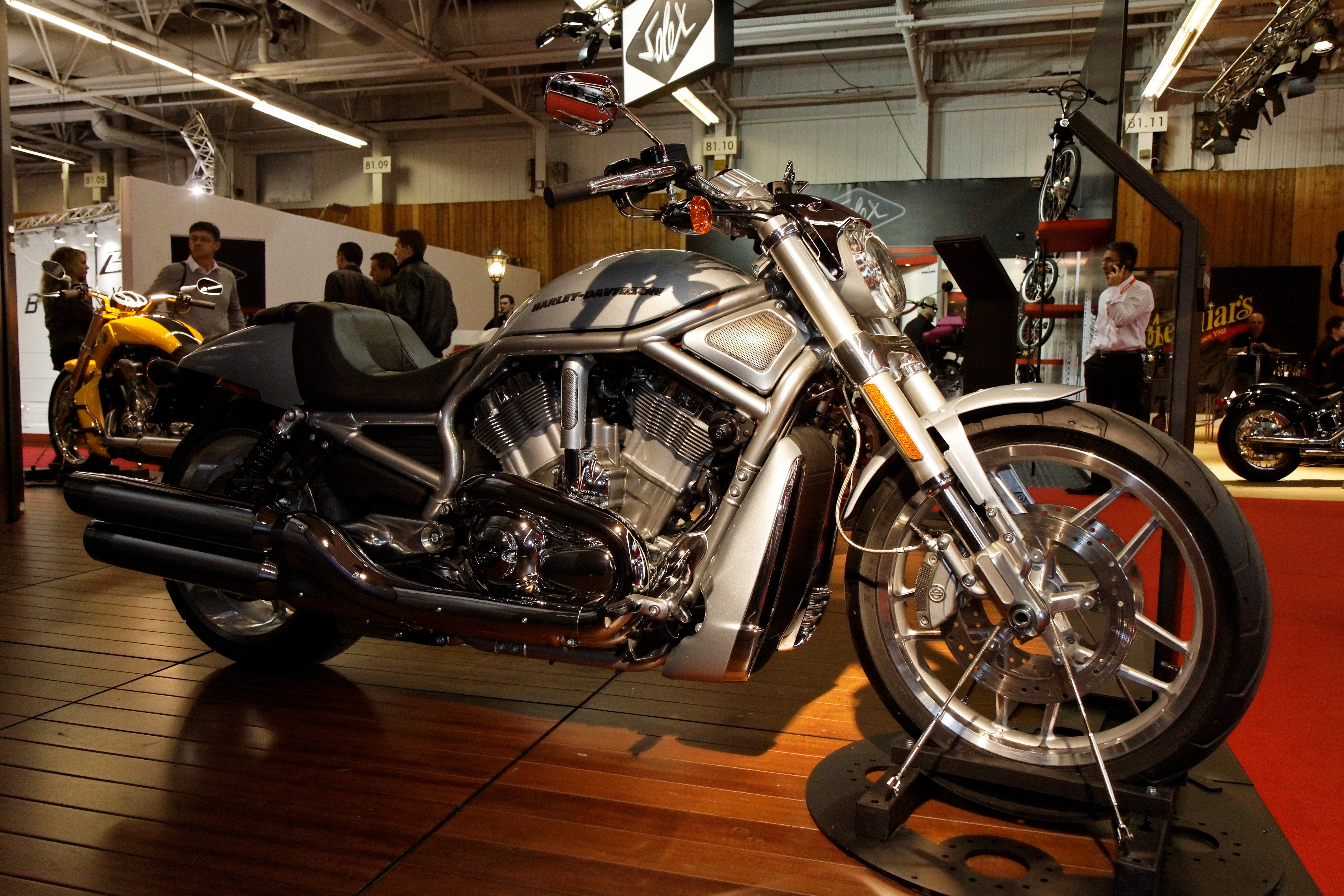File:Paris - Salon de la moto 6 - Harley-Davidson - V-Rod - 6