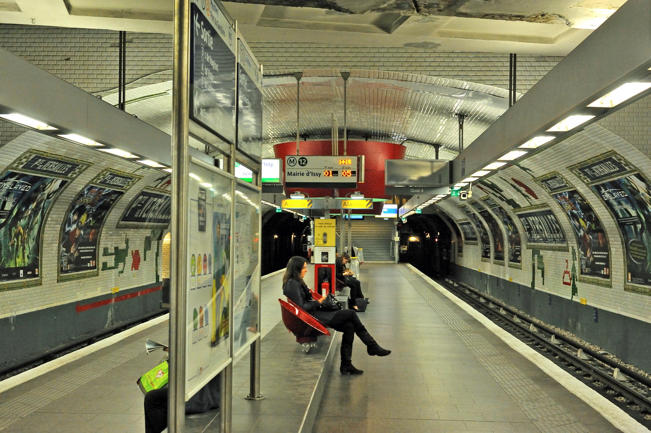 file m 233 tro ligne 12 station porte de versailles jpg wikimedia commons