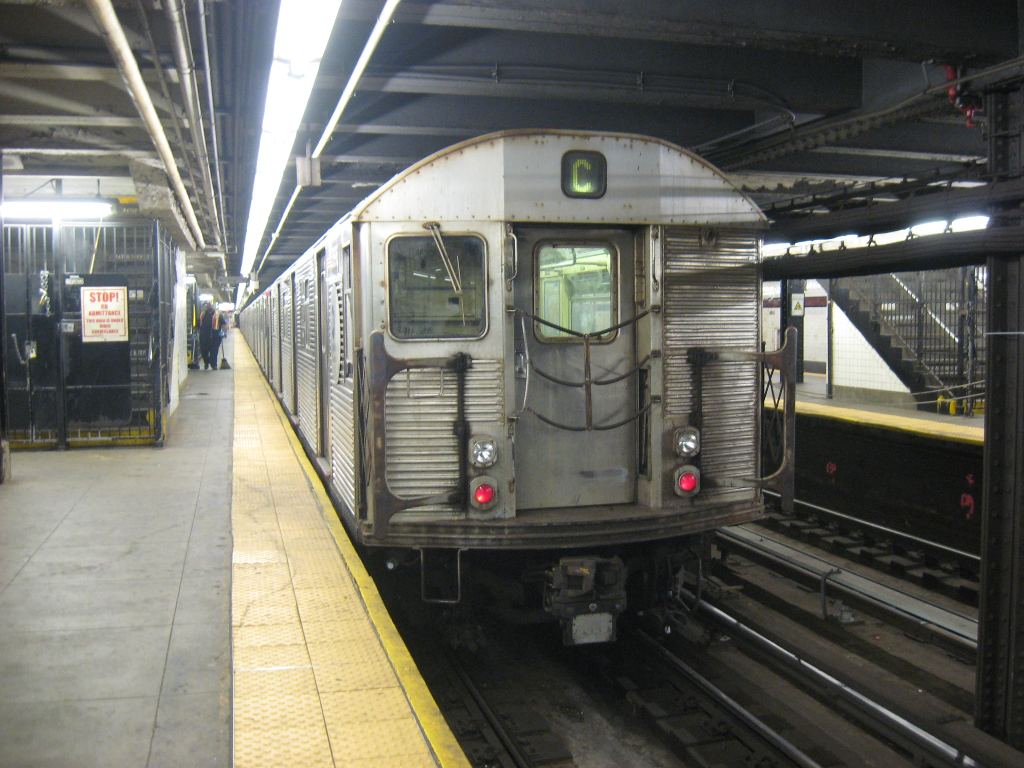 R32_C_Train_at_168th_street.JPG