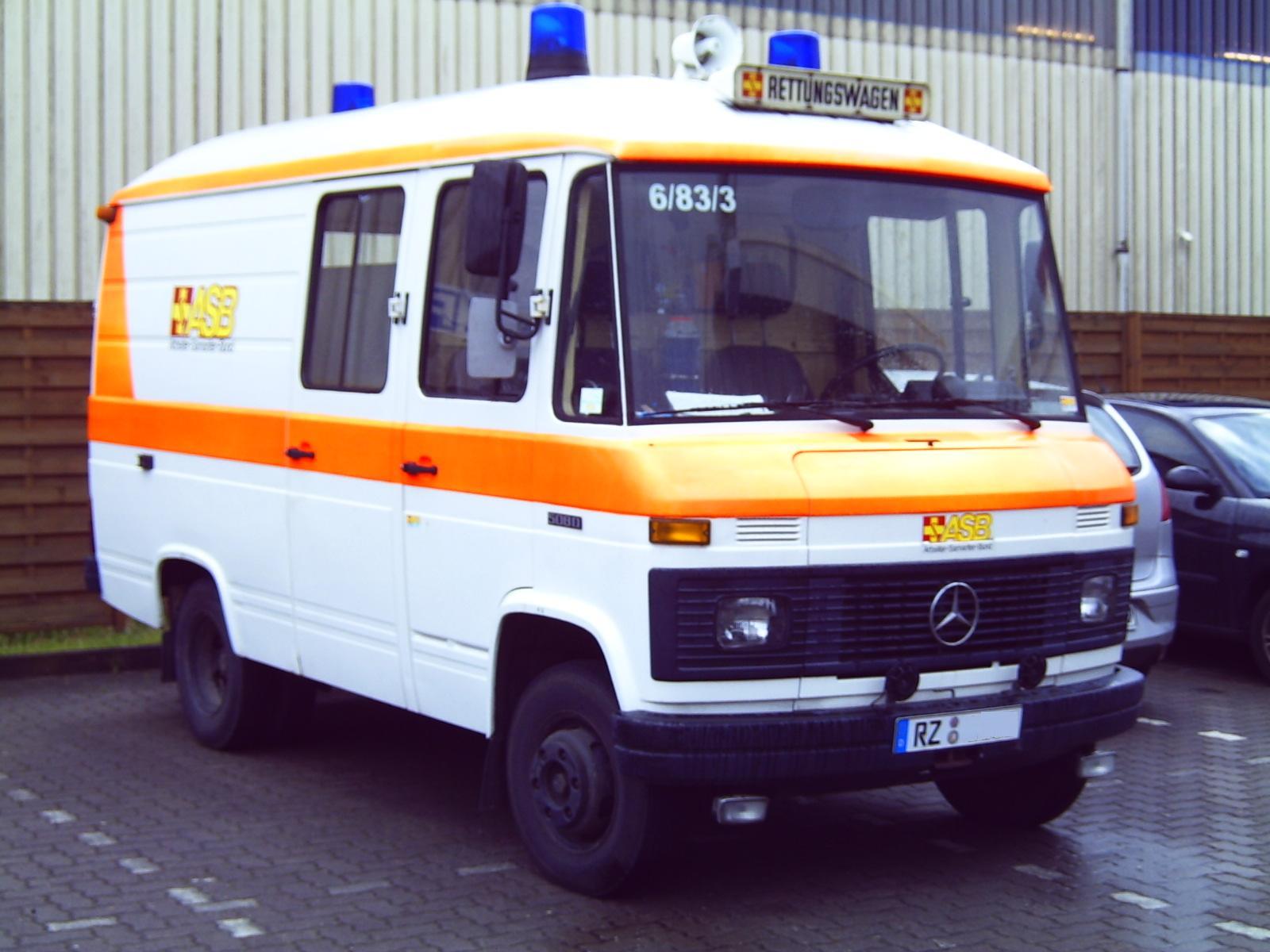 File Rettungswagen Mb 508d Jpg Wikimedia Commons