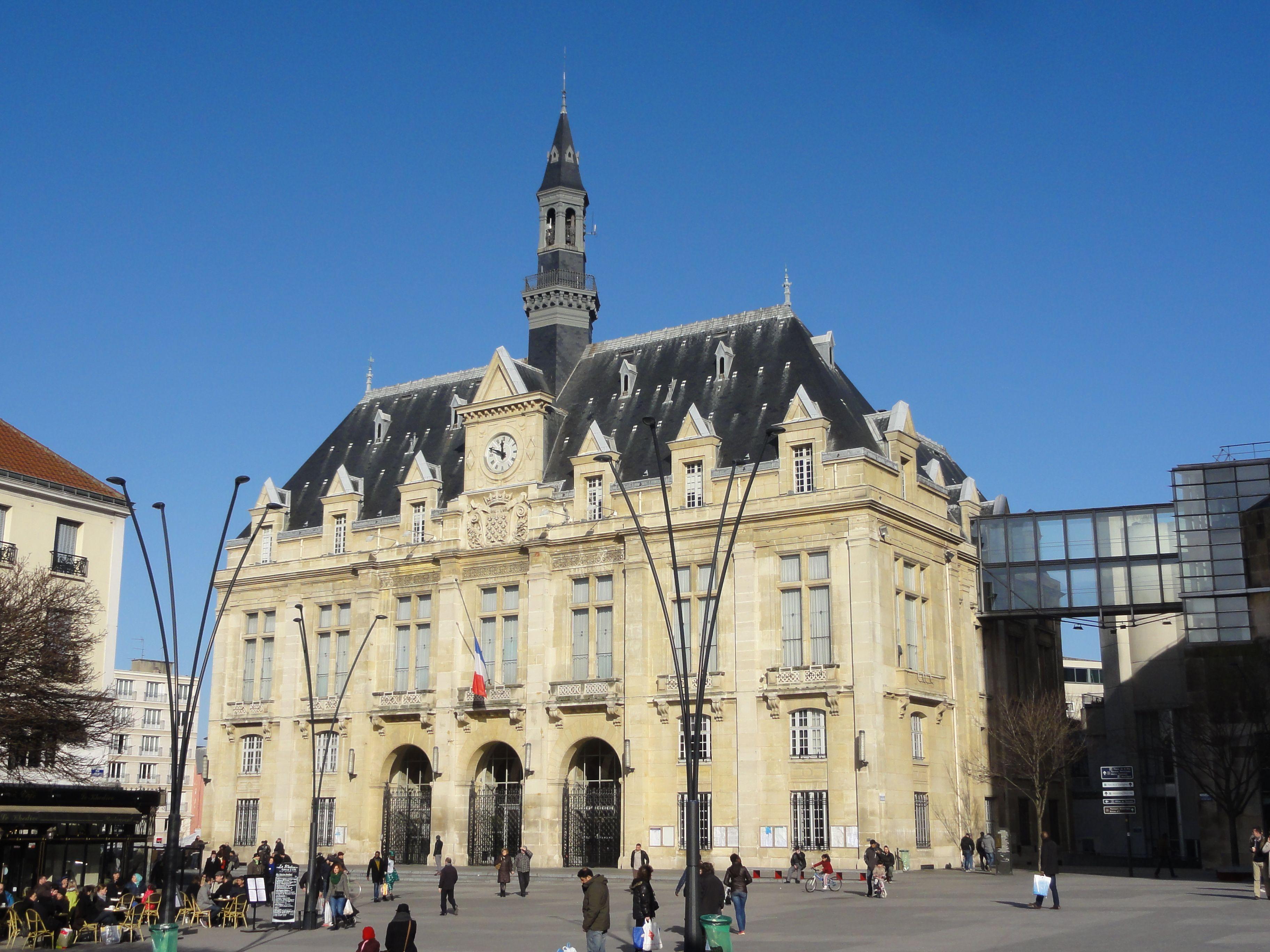 Restr saint denis 93 h tel de ville wikipedia - Piscine pierre de coubertin saint denis ...