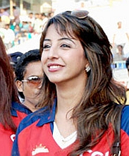 Sanjjanna Galrani at a Celebrity Cricket League match.jpg