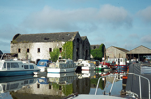 Shannon Harbour, Grand Canal basin - geograph.org.uk - 585666