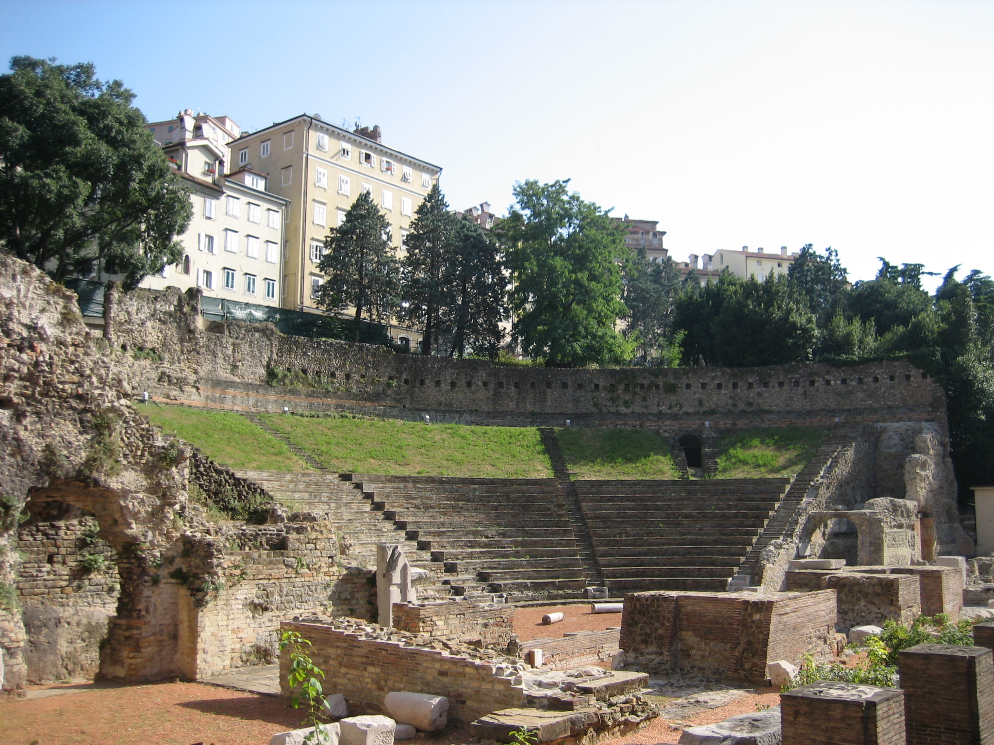 File:Teatro Romano di Trieste 2.jpg - Wikimedia Commons