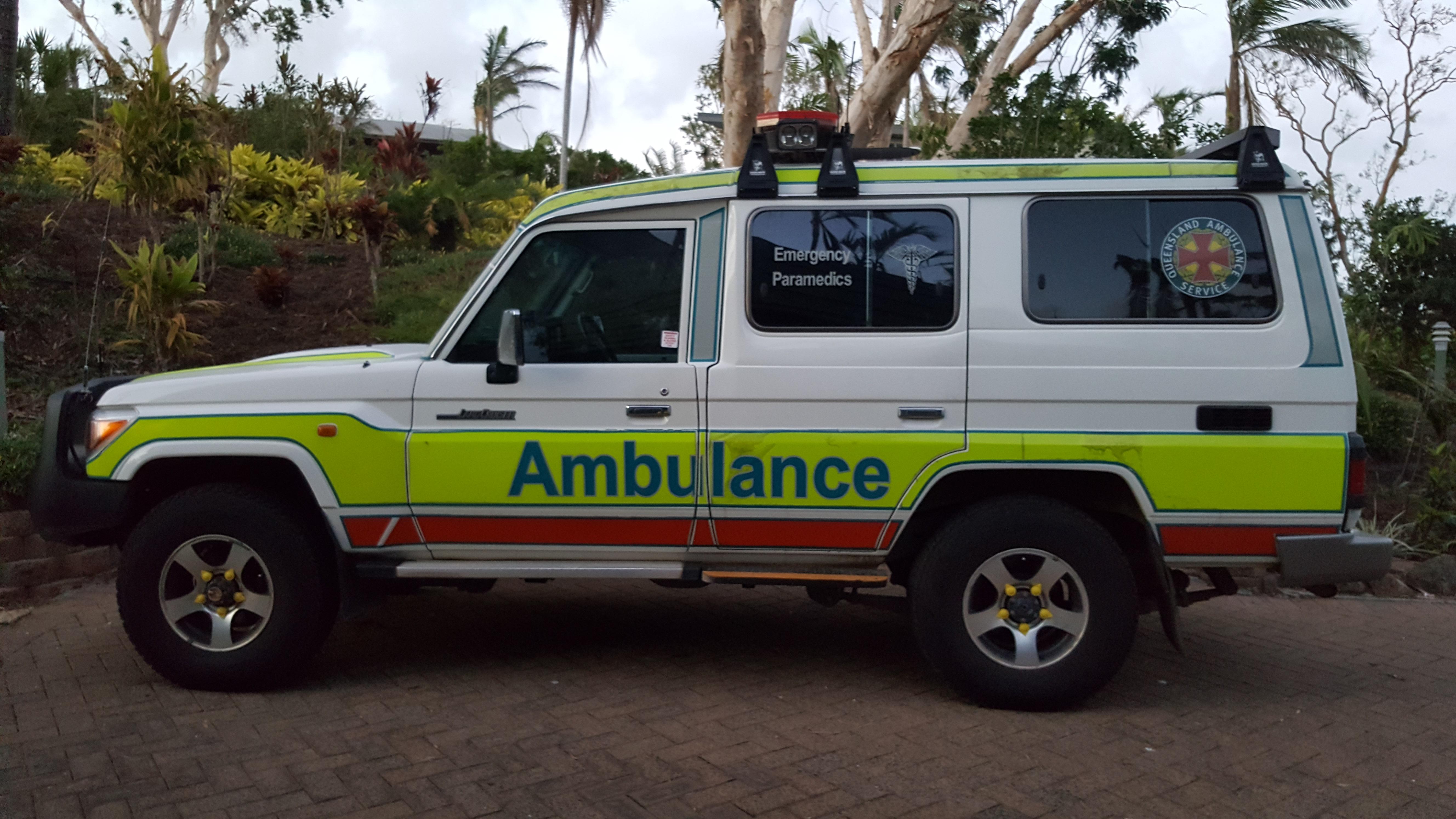 4a0f38a88af65c File Toyota Landcruiser Queensland Ambulance Service.jpg - Wikimedia ...