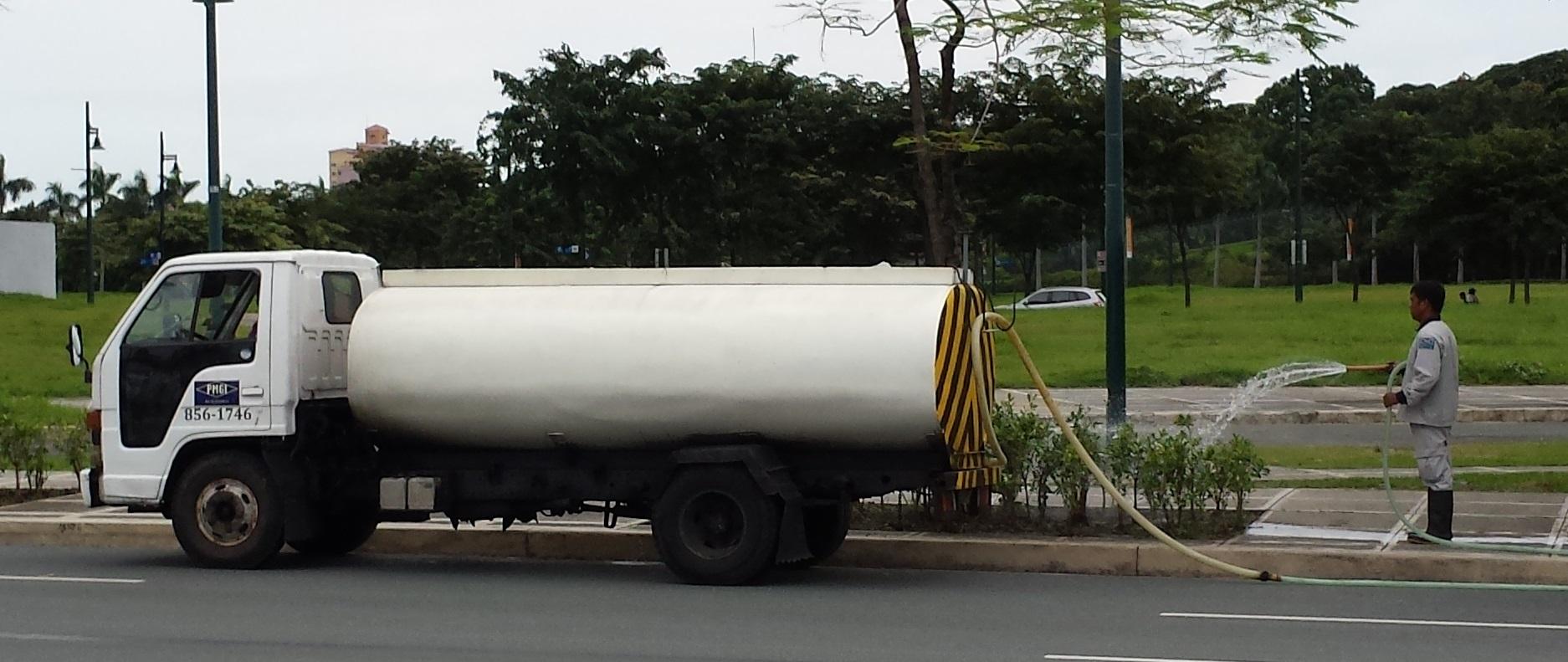 File:Water tank truck.jpg