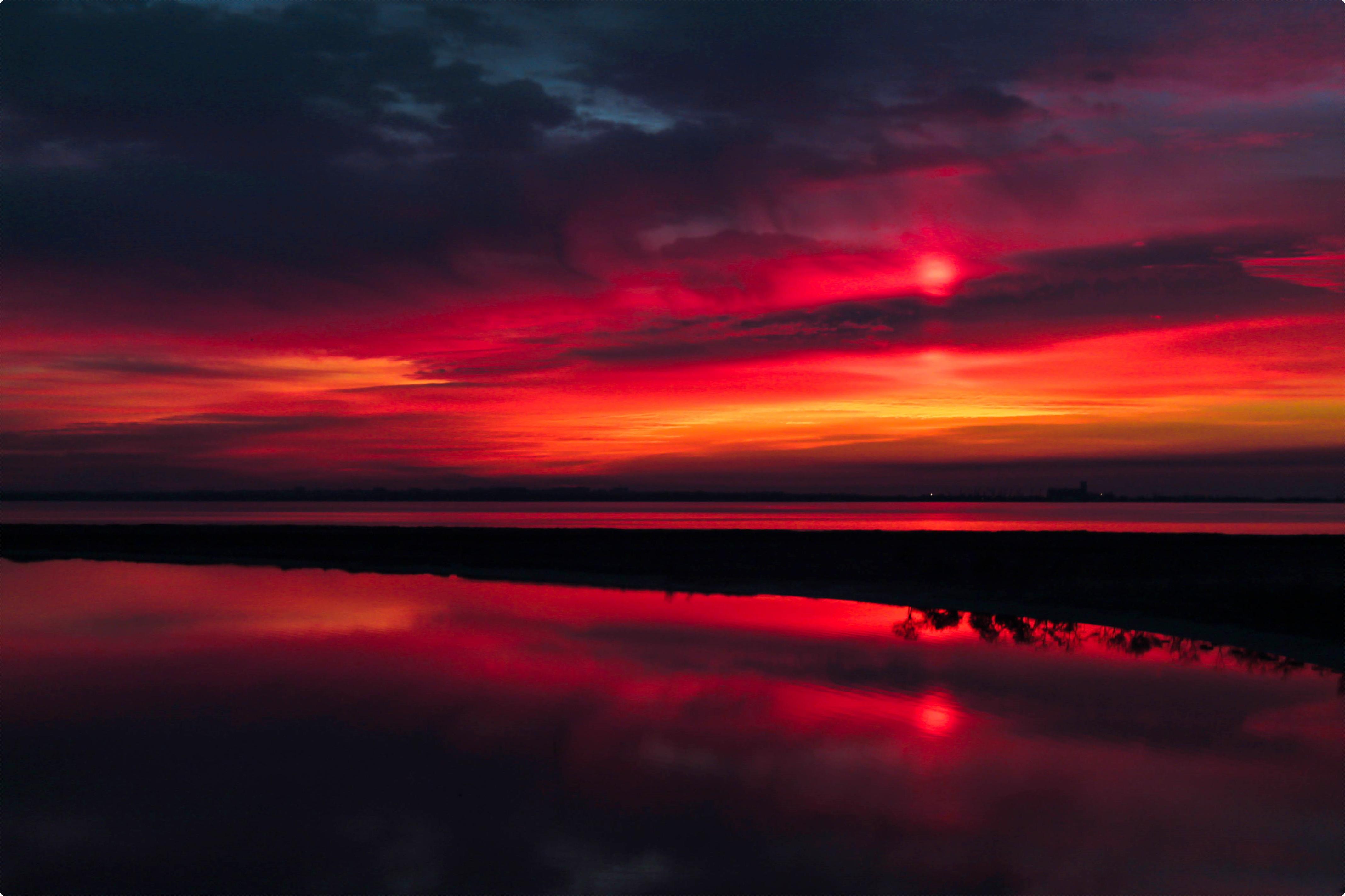 Бордовый закат фото