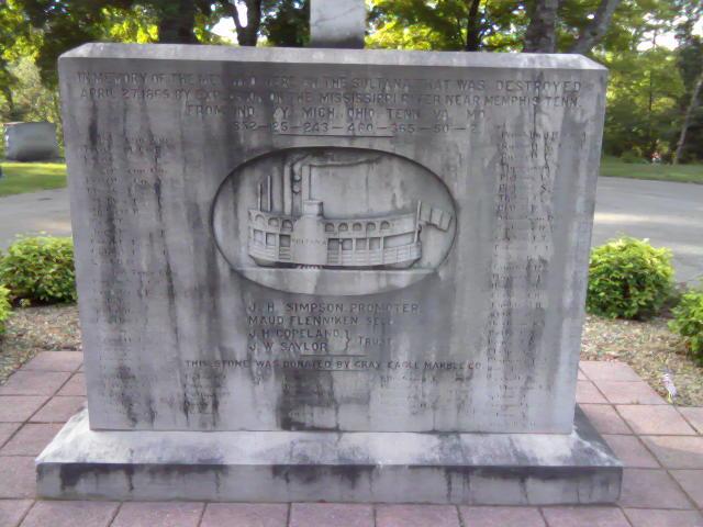 File:Памятник жертвам катастрофы Султанши 27 апреля 1865 году на Маунт Олив, близ баптистской церкви в Ноксвилле (Теннесси).jpg