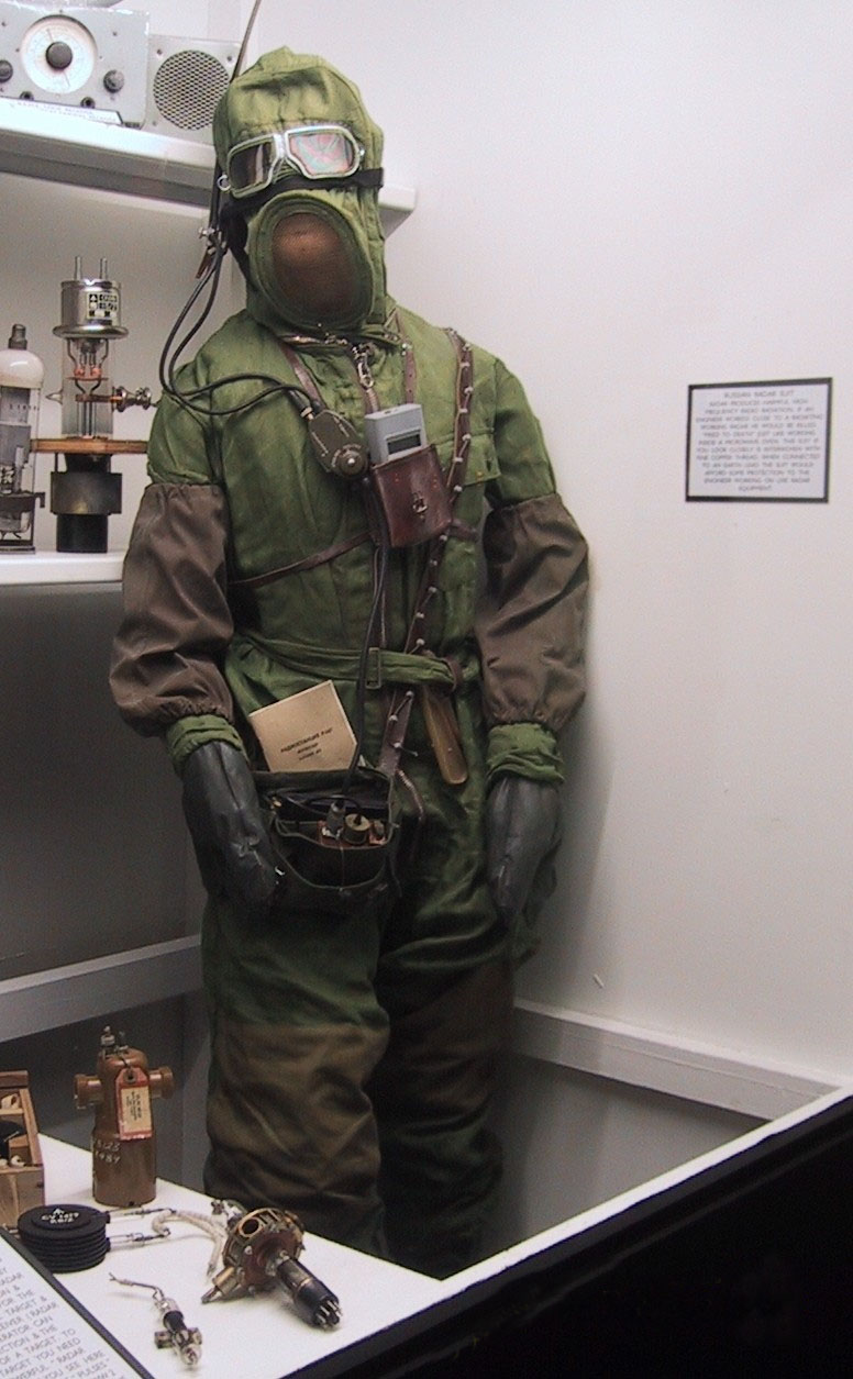 file 131 3176 img 1 radar suit jpg wikimedia commons