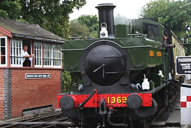 File:1369 Arrives at Buckfastleigh - geograph.org.uk - 942463.jpg