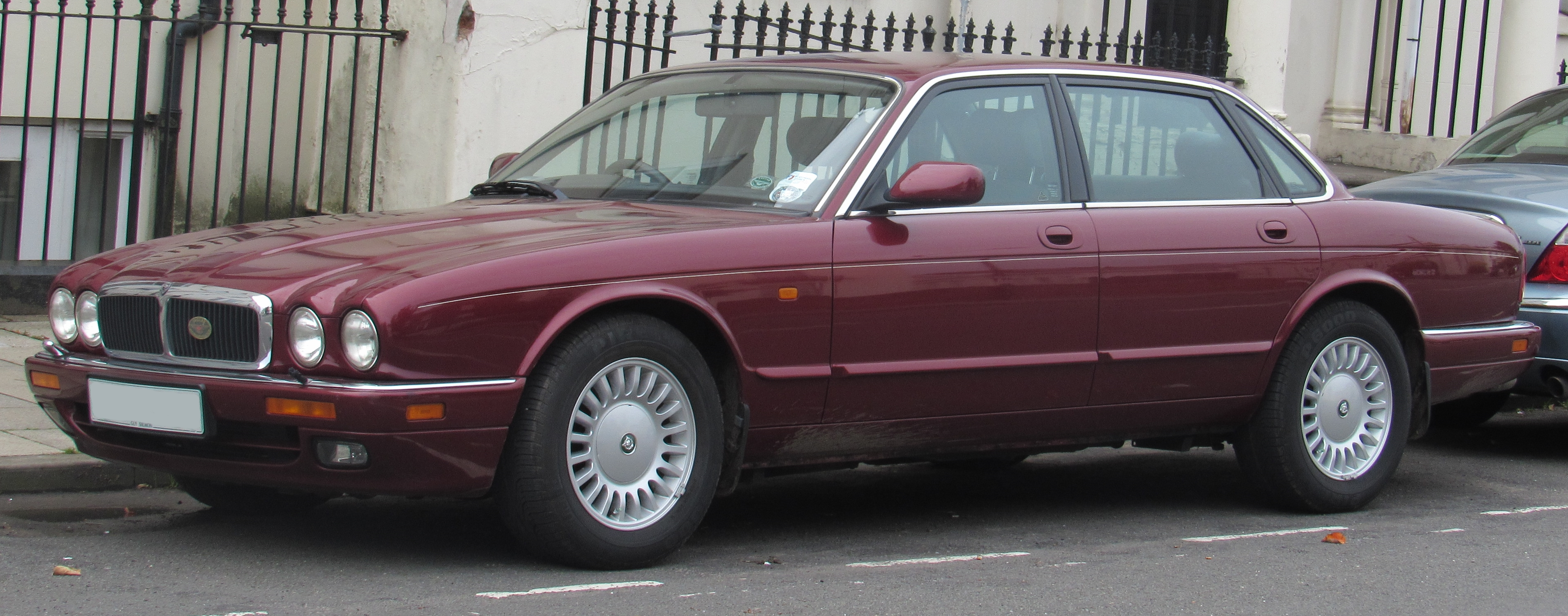 File:1997 Jaguar XJ6 3.2
