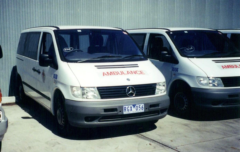 File:2001 Mercedes Benz Vito 113 ambulance (5352811289 ...
