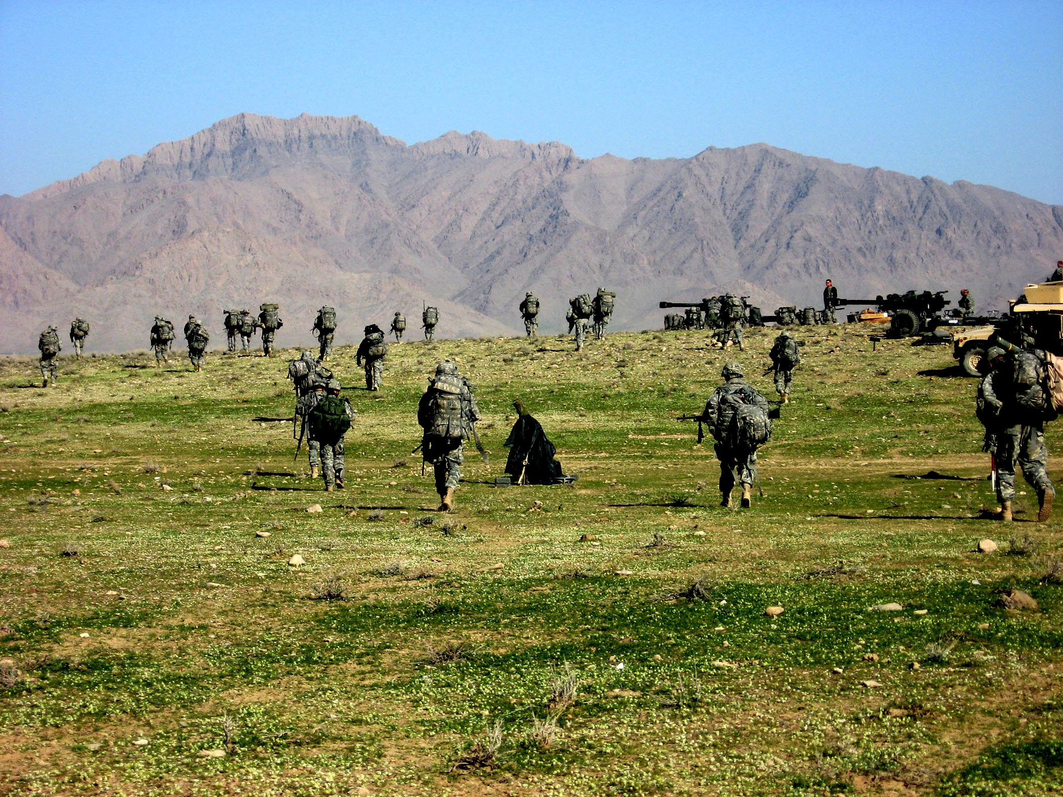 http://upload.wikimedia.org/wikipedia/commons/e/e0/82nd_Airborne_Division_in_Afghanistan_(Operation_Achilles).jpg