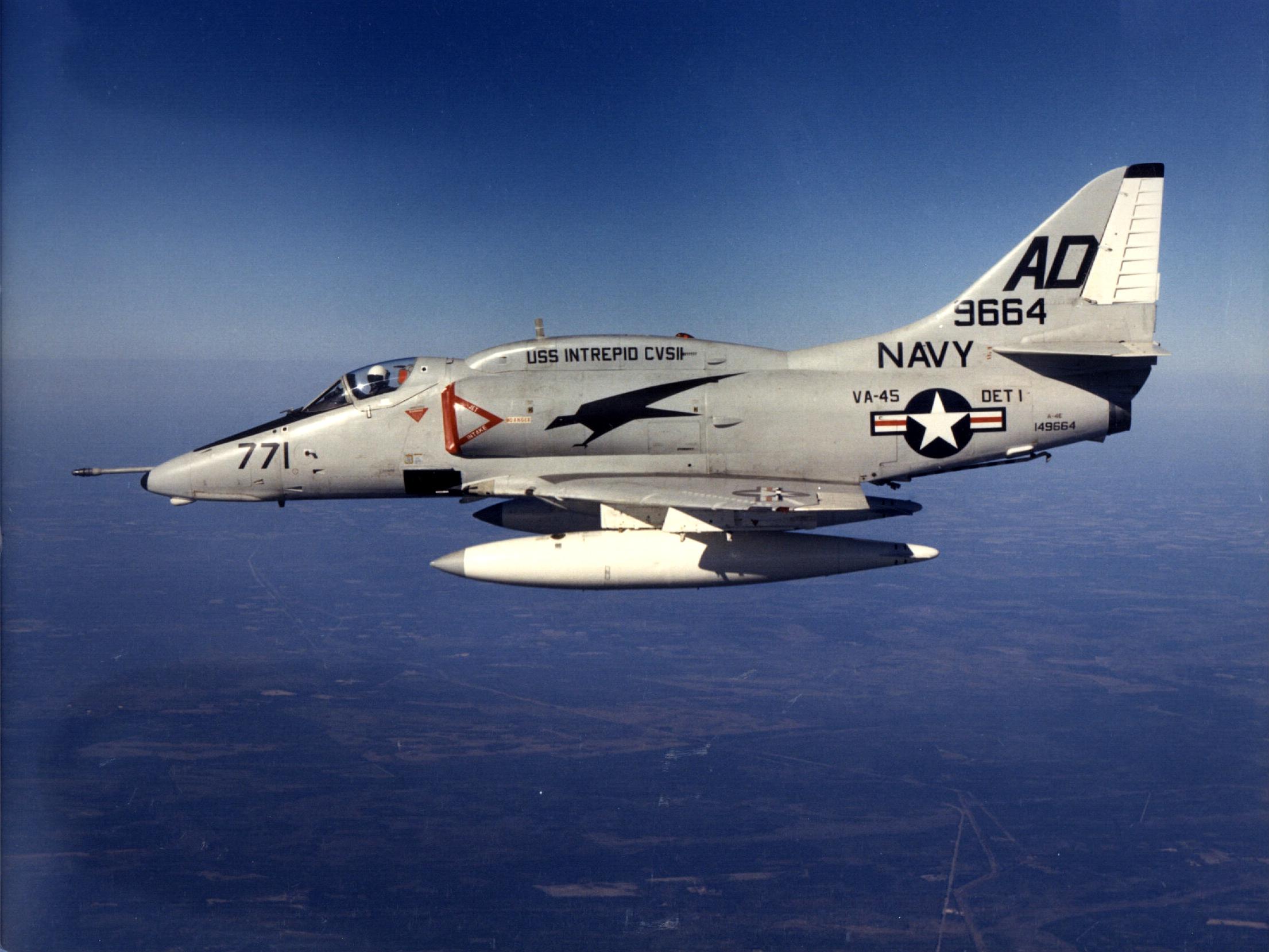 A-4E_Skyhawk_from_VA-45_in_flight_in_197