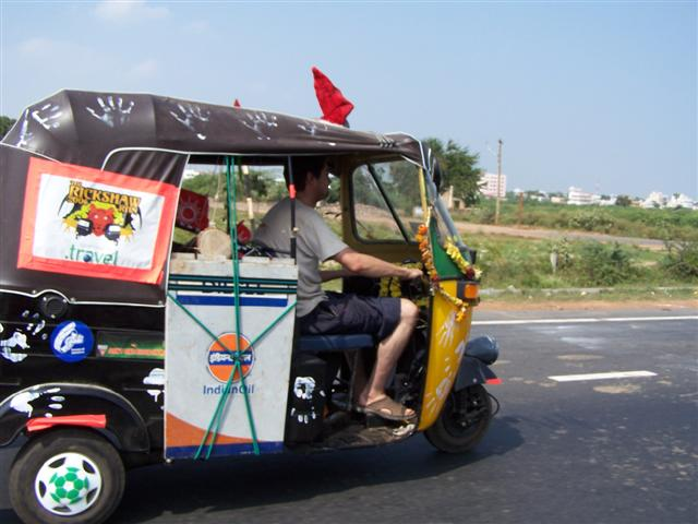 A contestant in the 2006 Rickshaw Run