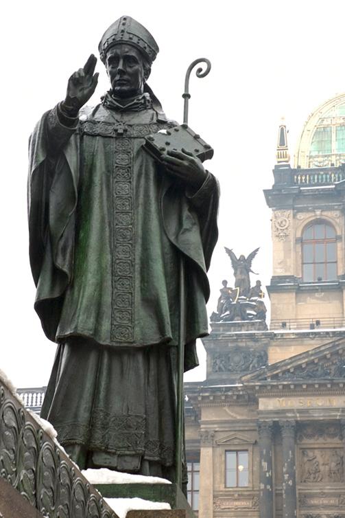 Statue av Adalbert som en del av Václav-minnesmerket på Václavské náměstí i Praha med Nasjonalmuseet i bakgrunnen