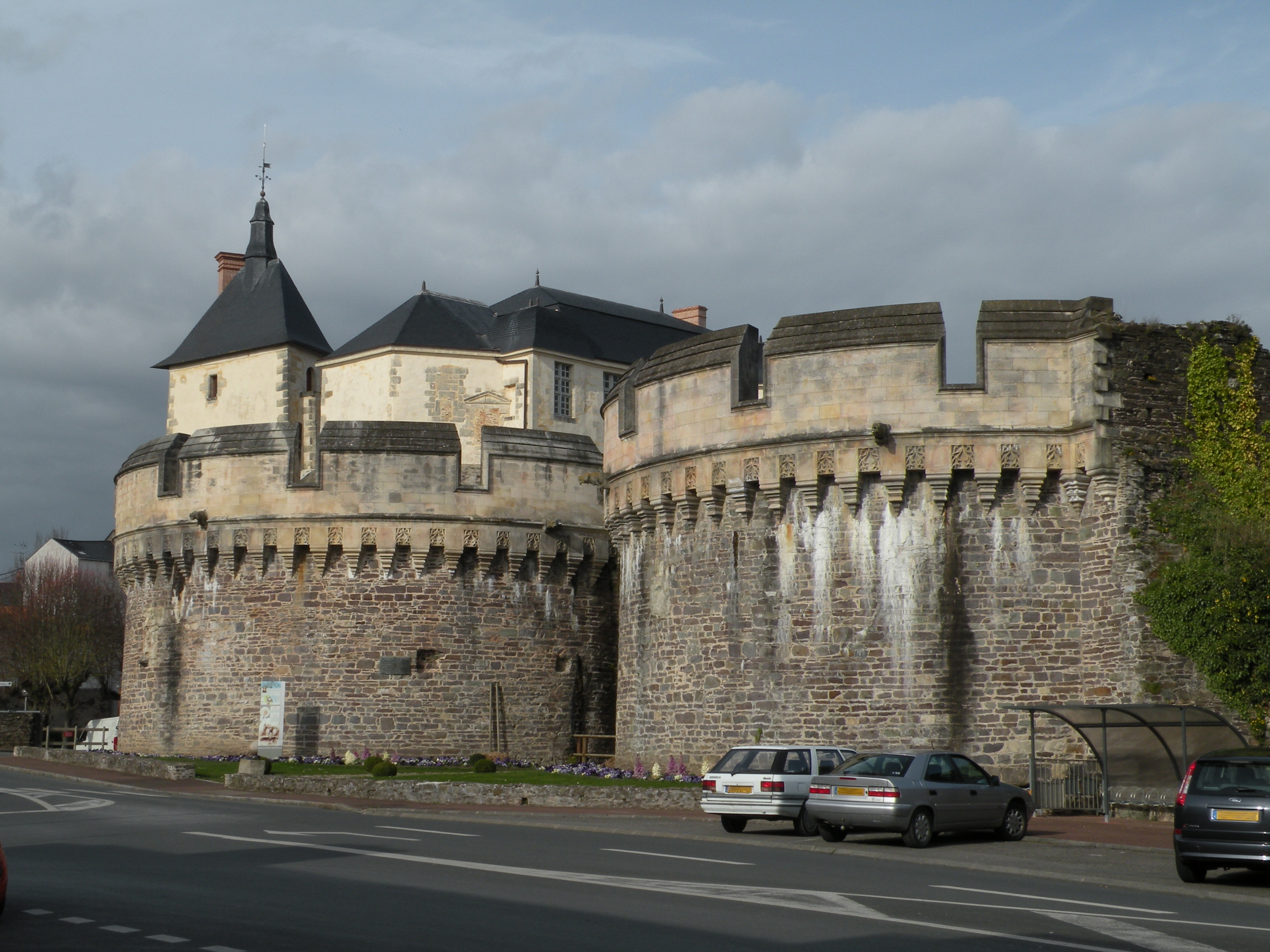 list of castles in the pays de la loire military wiki. Black Bedroom Furniture Sets. Home Design Ideas