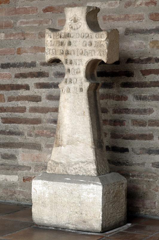 croix de cimetière de Guillemette, femme de Jean Azémar maréchal-ferrand