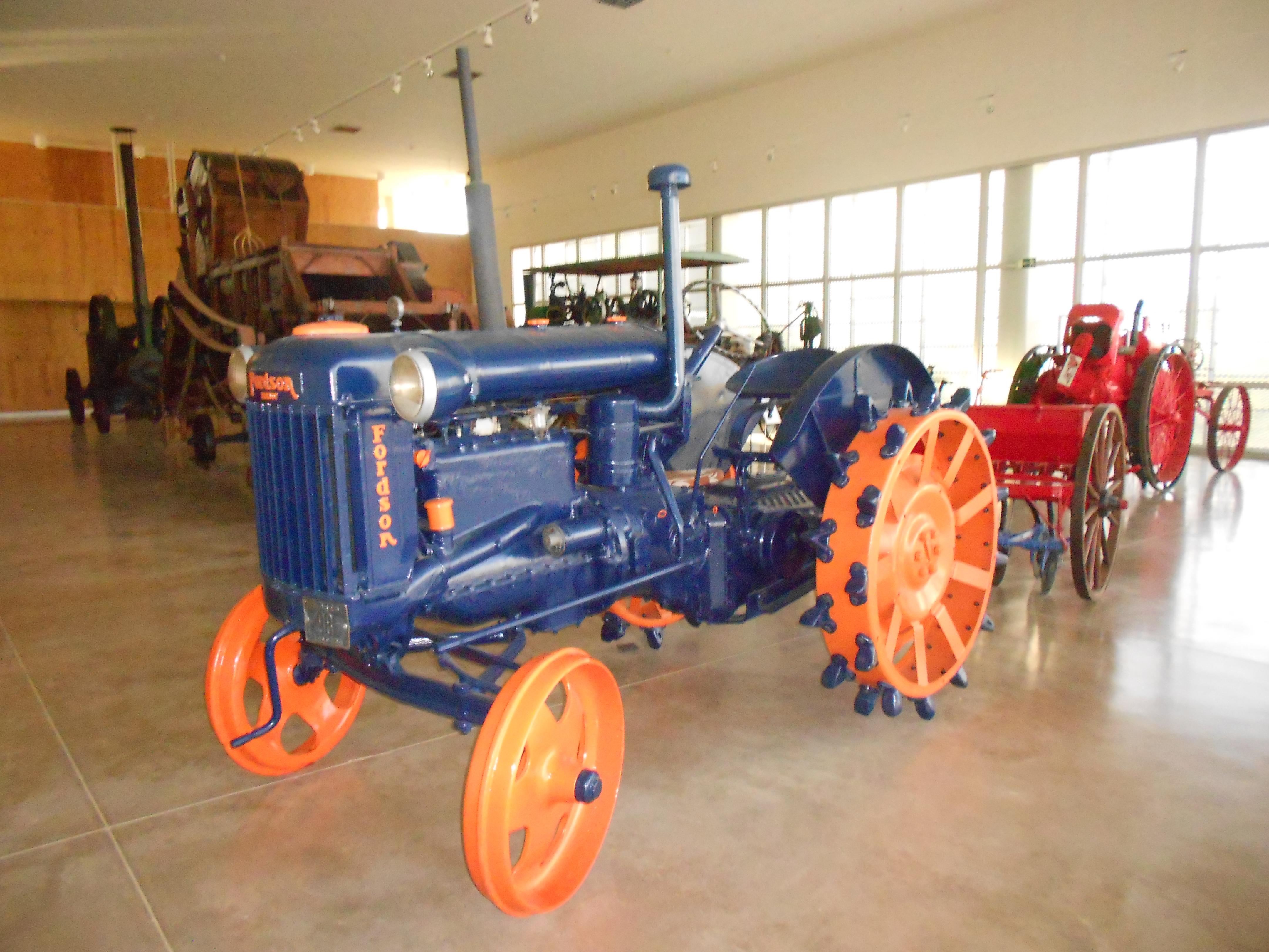 Archivo:Antiguo tractor (Aquagraria).JPG - Wikipedia, la ...