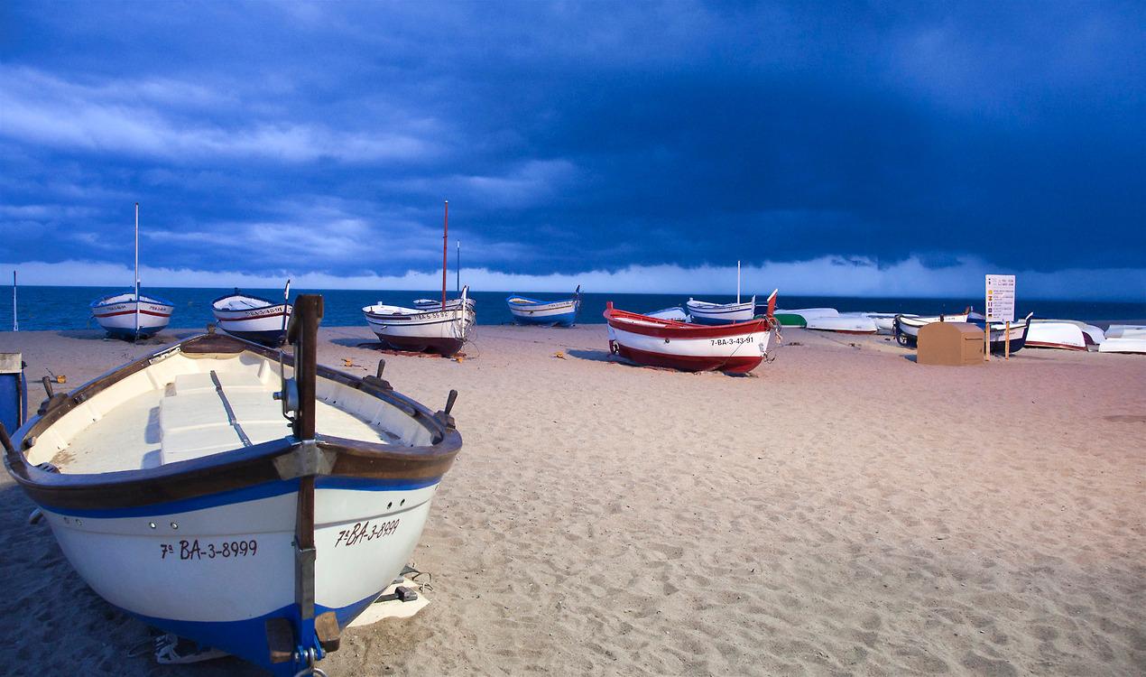 Barques a la platja de Calella
