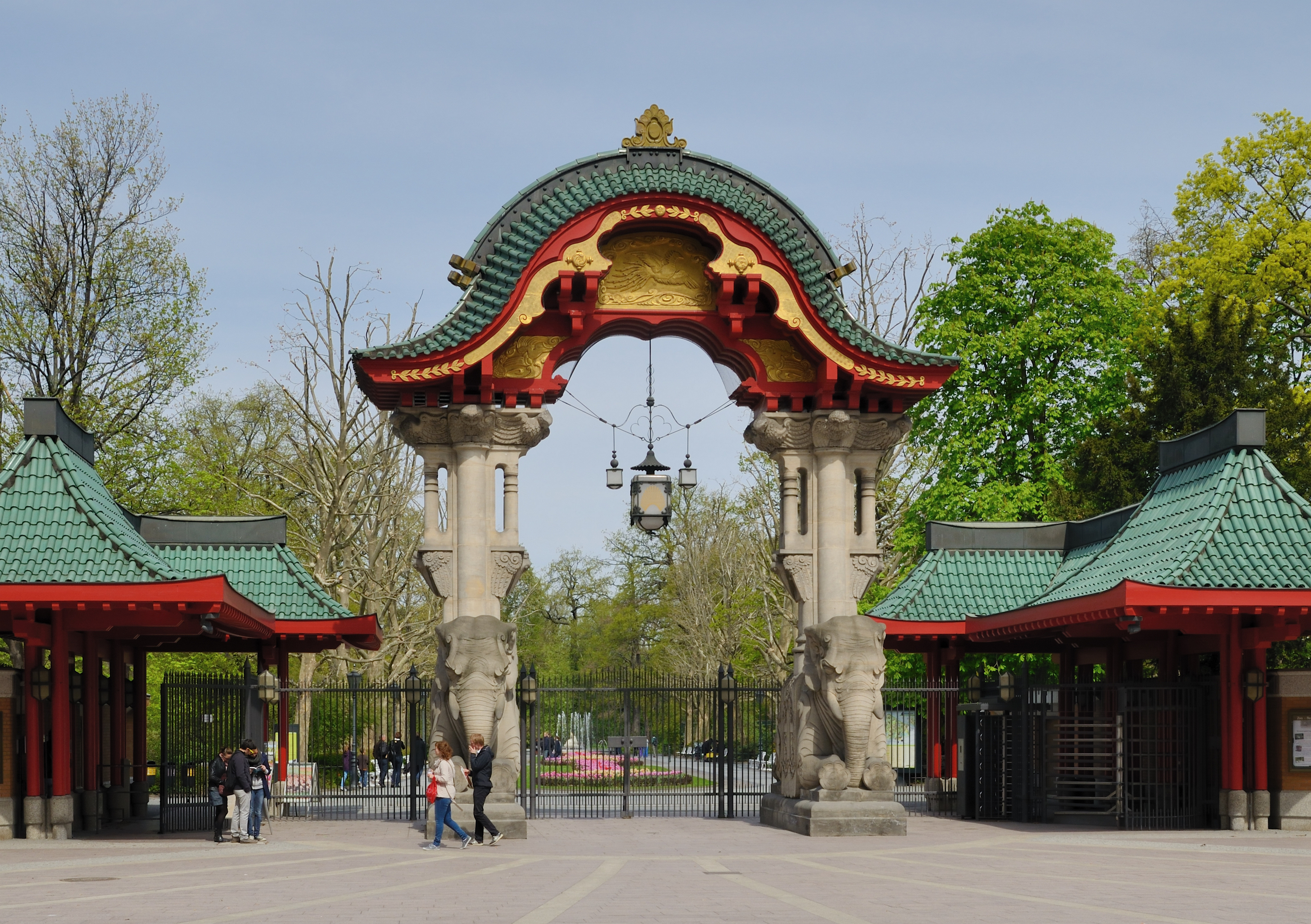 File:Berlin - Berliner Zoo - Elefantentor1.jpg - Wikimedia Commons