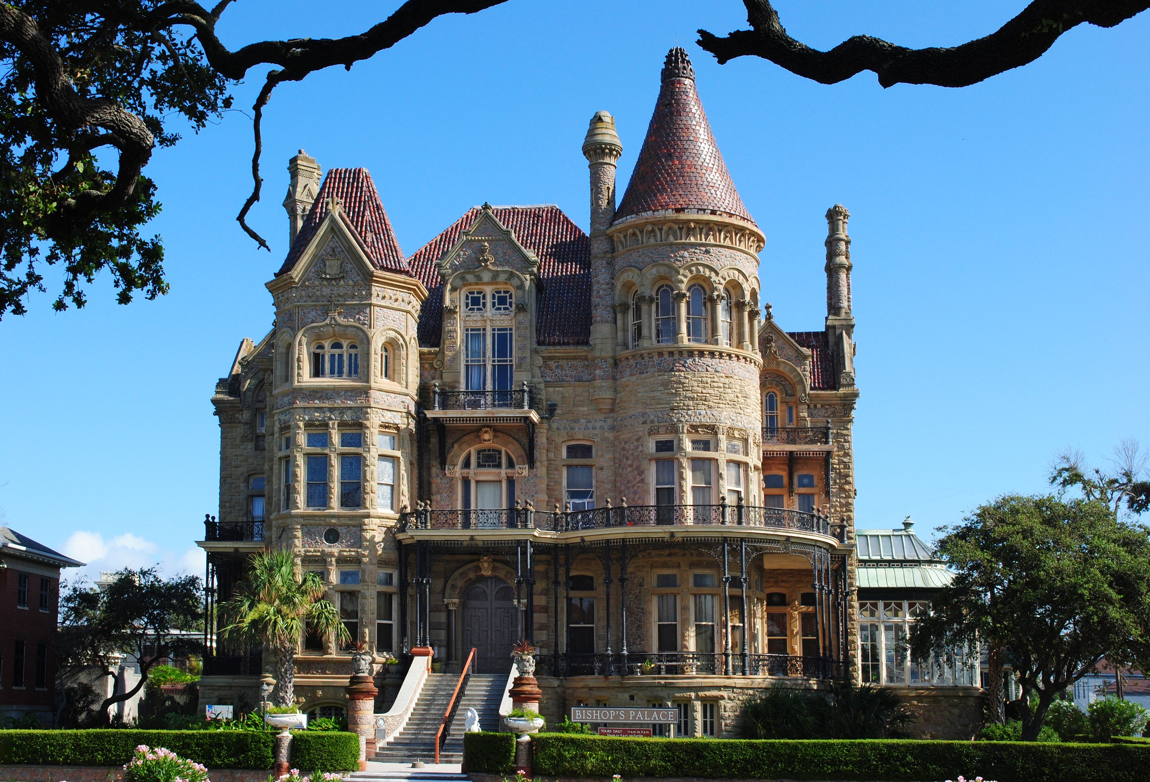 File bishop 39 s palace galveston jpg wikimedia commons for The bishop house