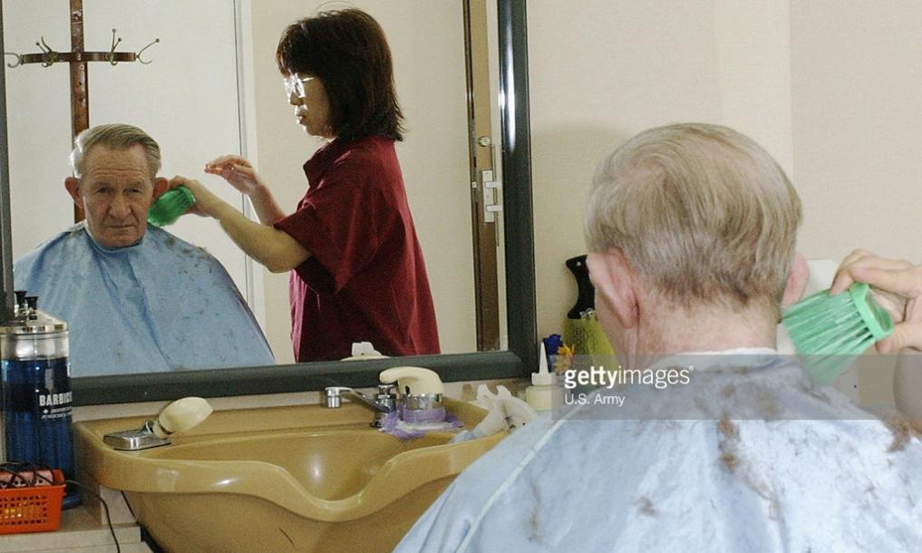 File Charles Robert Jenkins Getting Haircut In Zama Japan