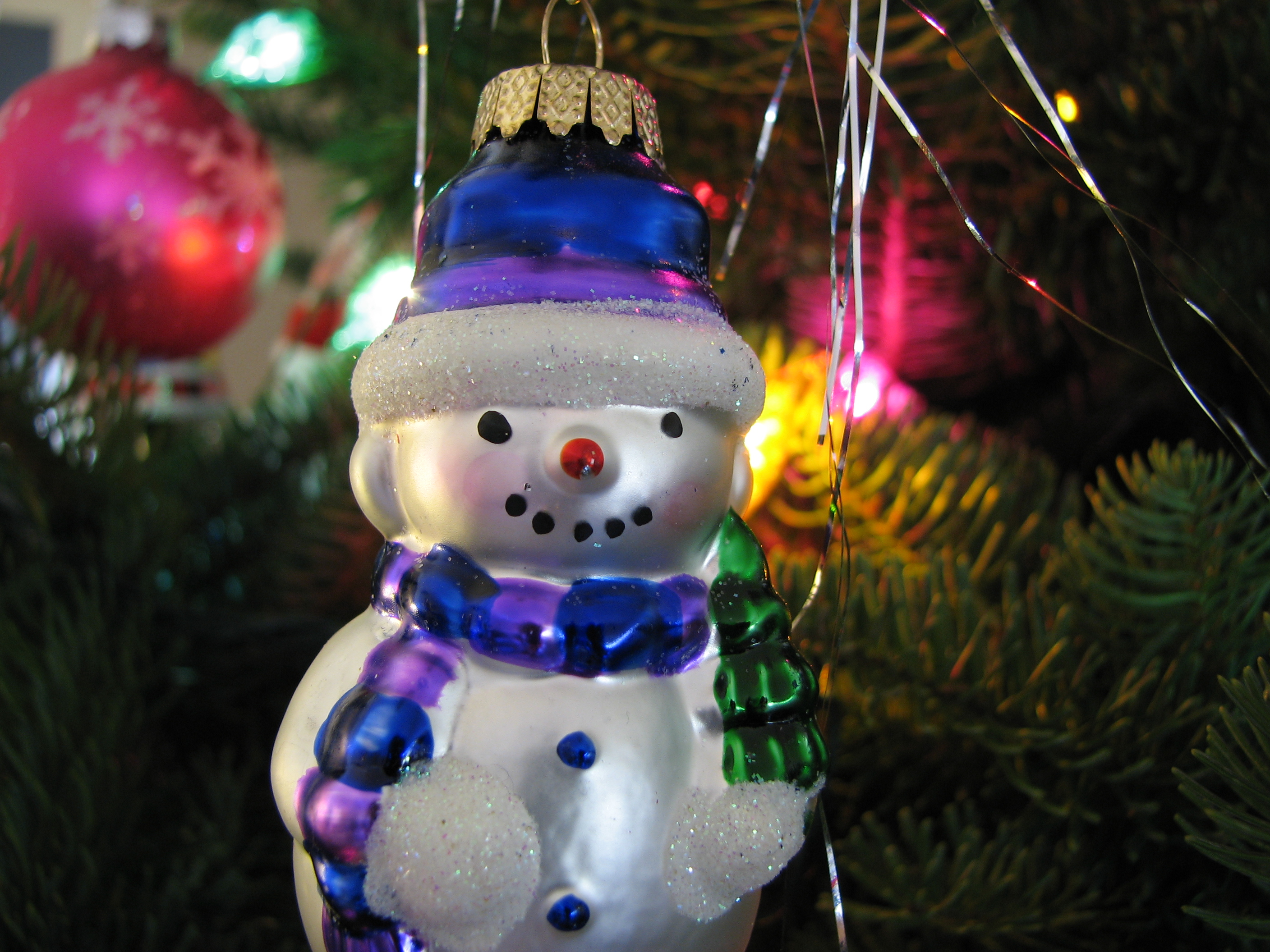 File christmas ornament snowman lights jpg for Christmas ornaments to decorate