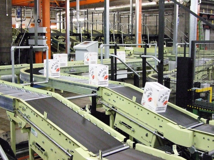 File:Conveyor system at Chivas Brothers Ltd in Dumbarton.jpg