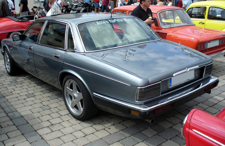 Daimler chrysler plane pontiac