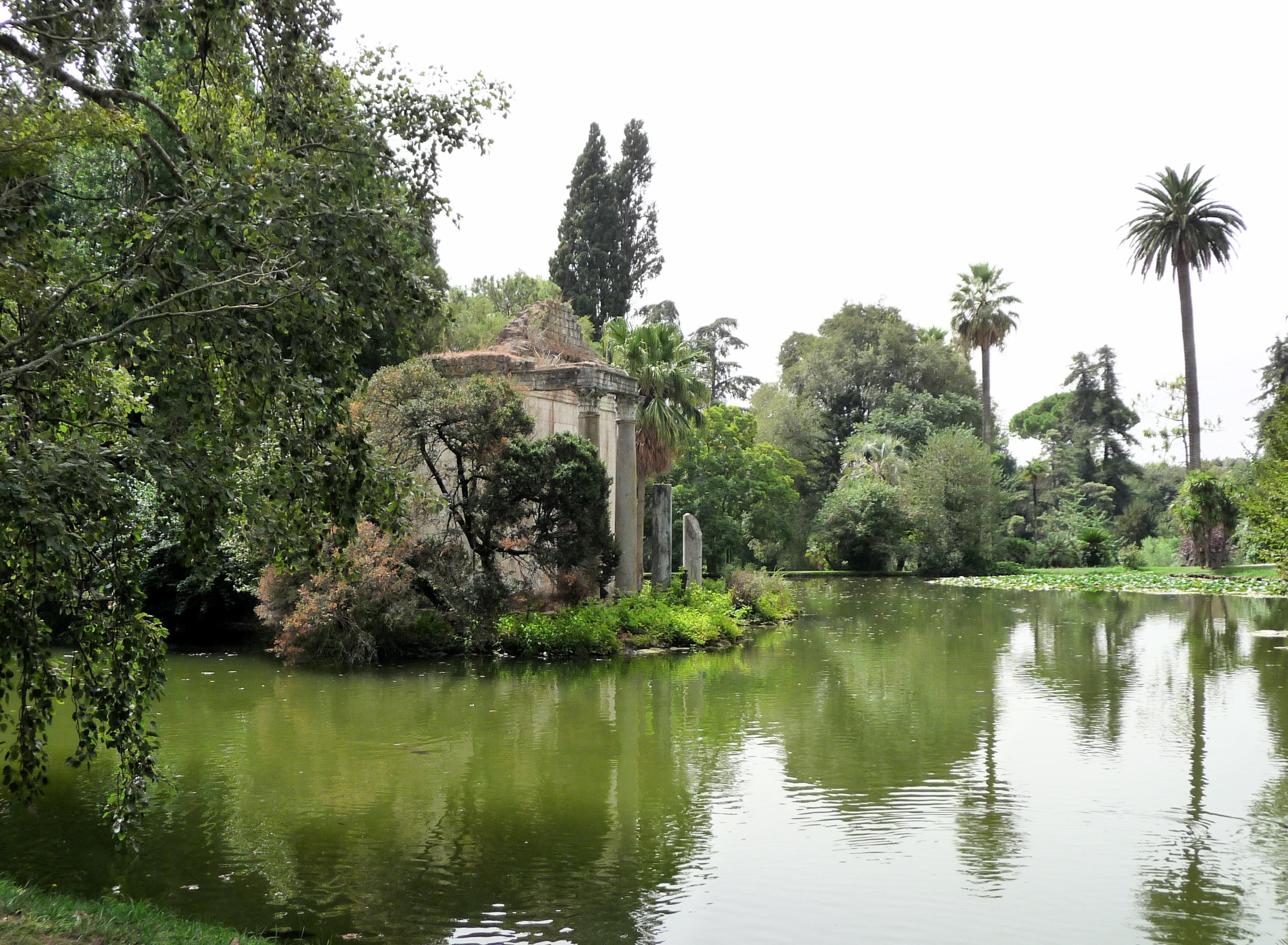 File giardino inglese reggia caserta false rovine laghetto wikipedia - Giardini reggia di caserta ...