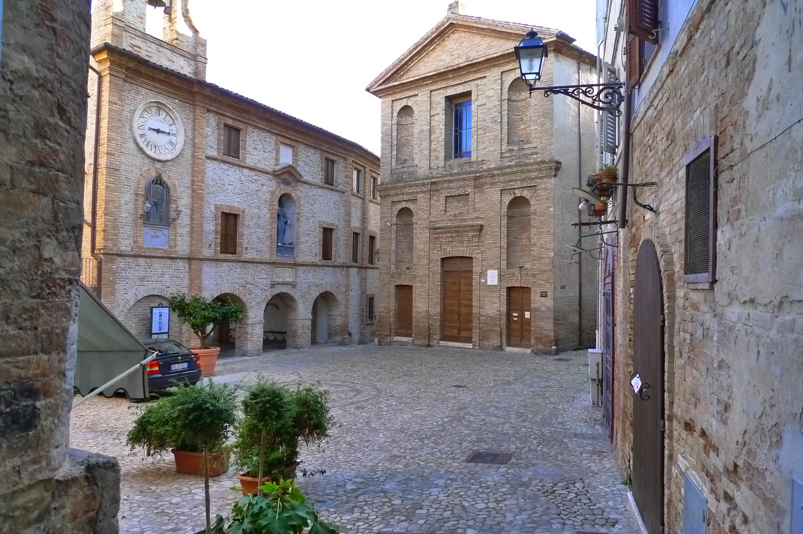Grottammare Italy  city photos : Description Grottammare Piazza Peretti