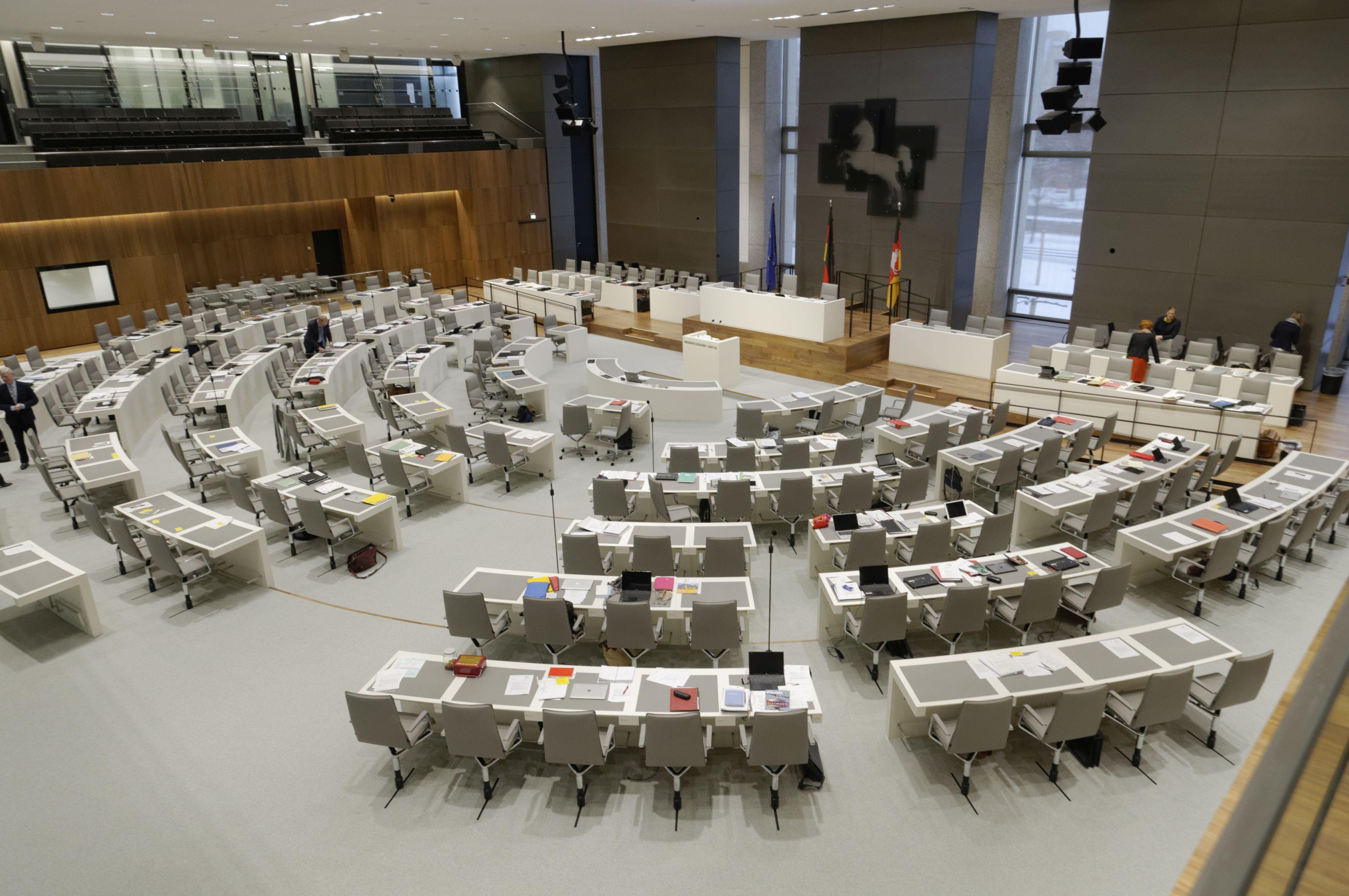 Niedersaechsischer Landtag - Quelle WikiCommons, Foto von RaBoe, Details siehe Beitrag Ende