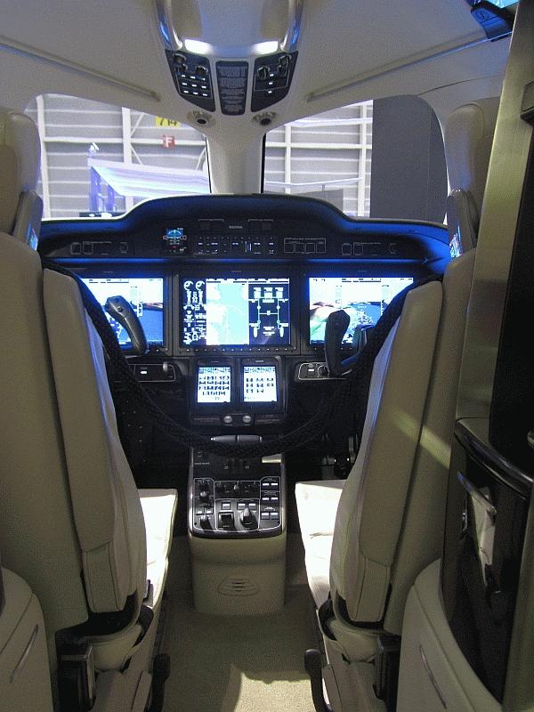 Hondajet_Cockpit_2011.jpg