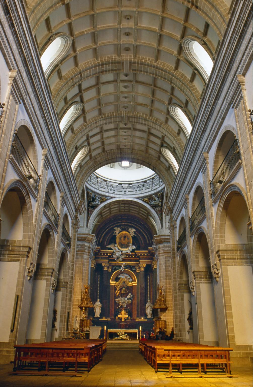 File Iglesia De La Real Abadia Benedictina De Samos Lugo Jpg Wikimedia Commons