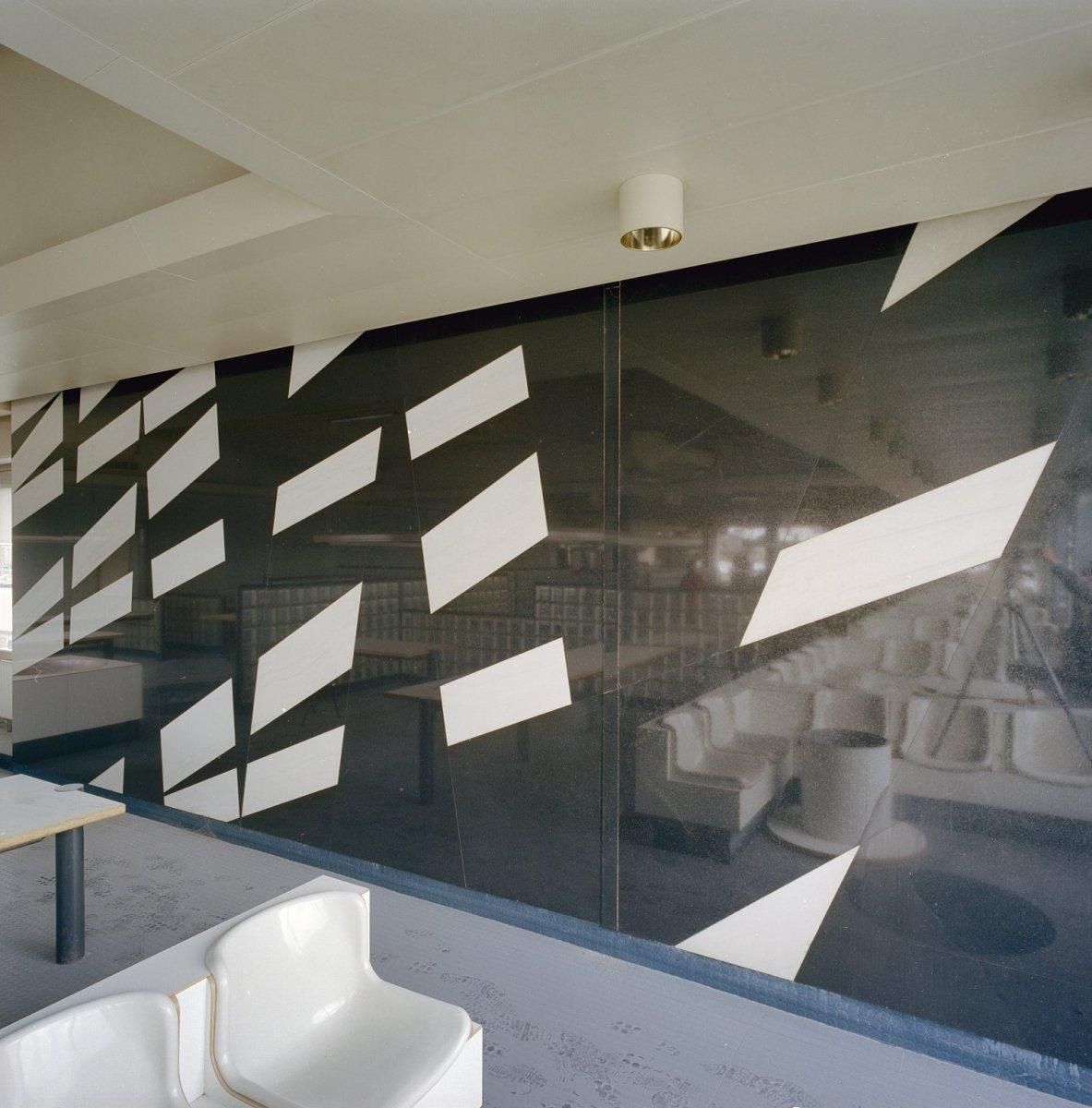 file:interieur, spiegelwand met kunstmotieven - amsterdam - 20330036