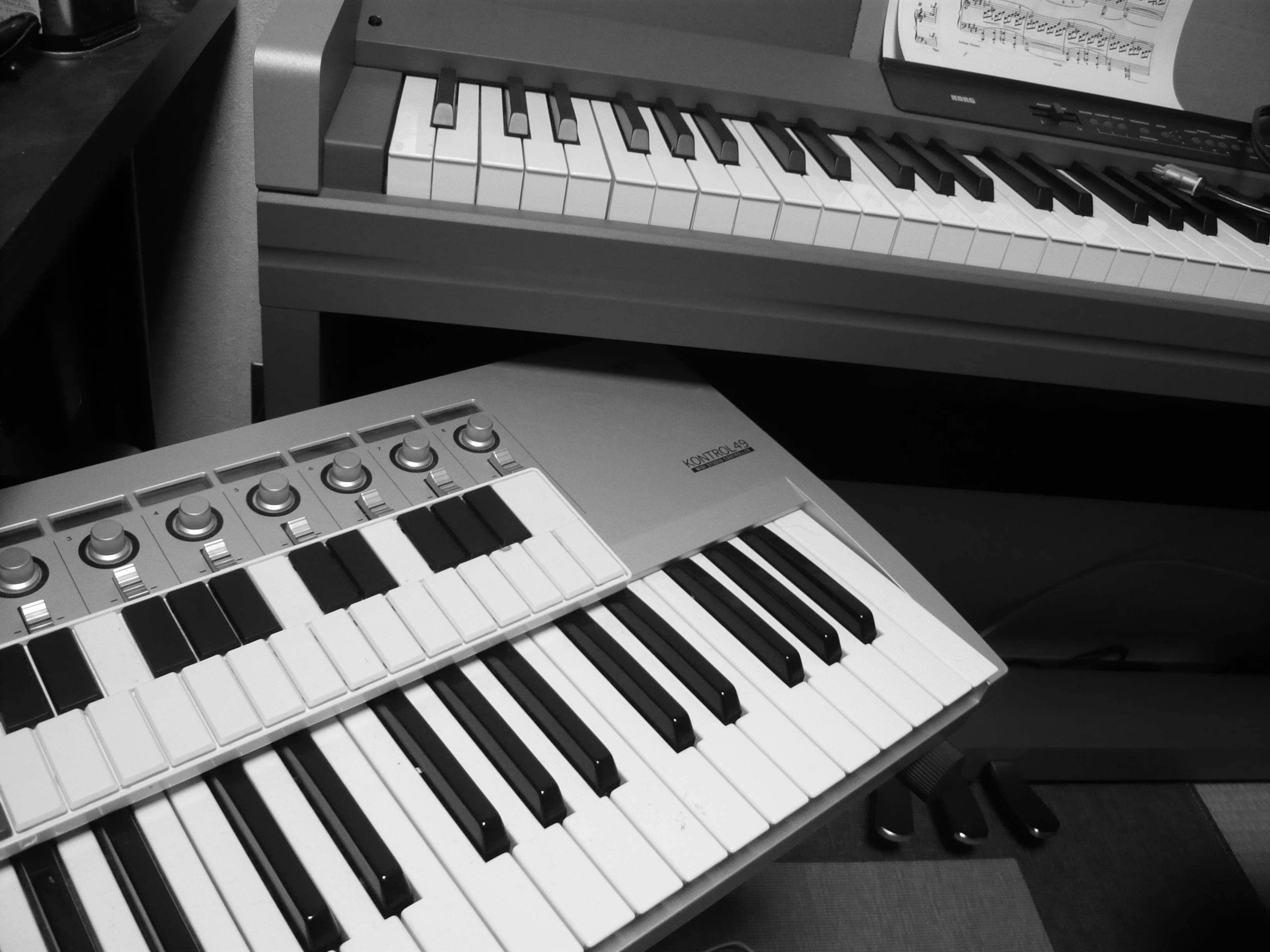 file korg keyboards nanokey kontrol 49 and lp350 digital piano taken with old compact. Black Bedroom Furniture Sets. Home Design Ideas