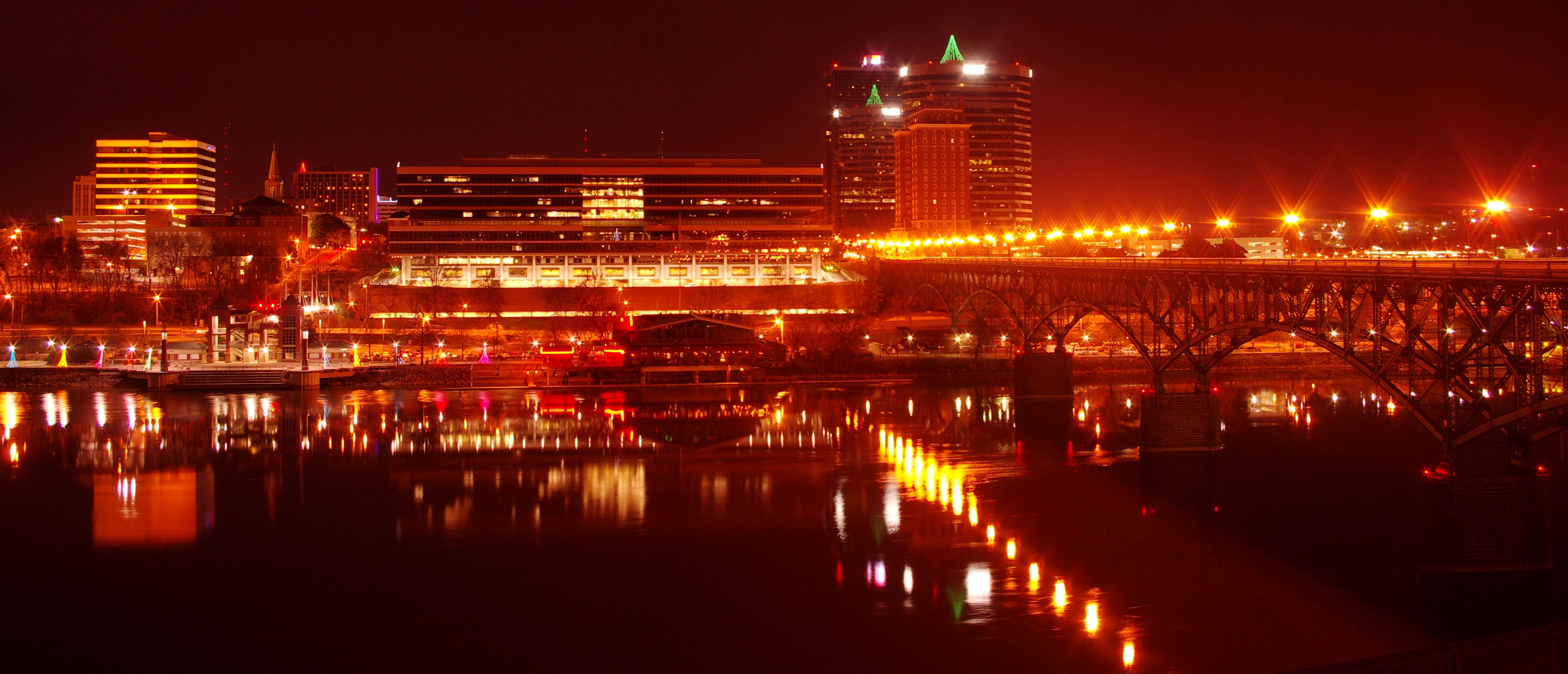 Description Knoxville-south-waterfront-night-tn1.jpg