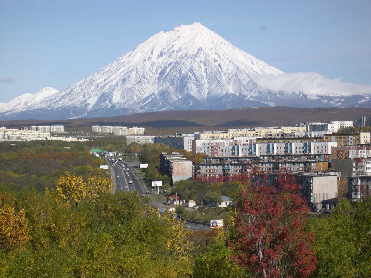 oryakskyvolcanotoweringoveretropavlovsk-amchatskyontheamchatkaeninsula