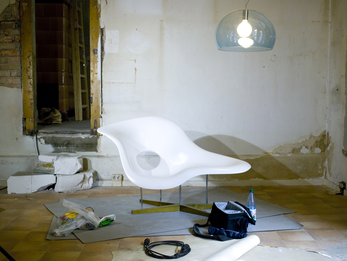 File la chaise by charles and ray eames and fly by ferruccio wi - Chaise charles et ray eames ...