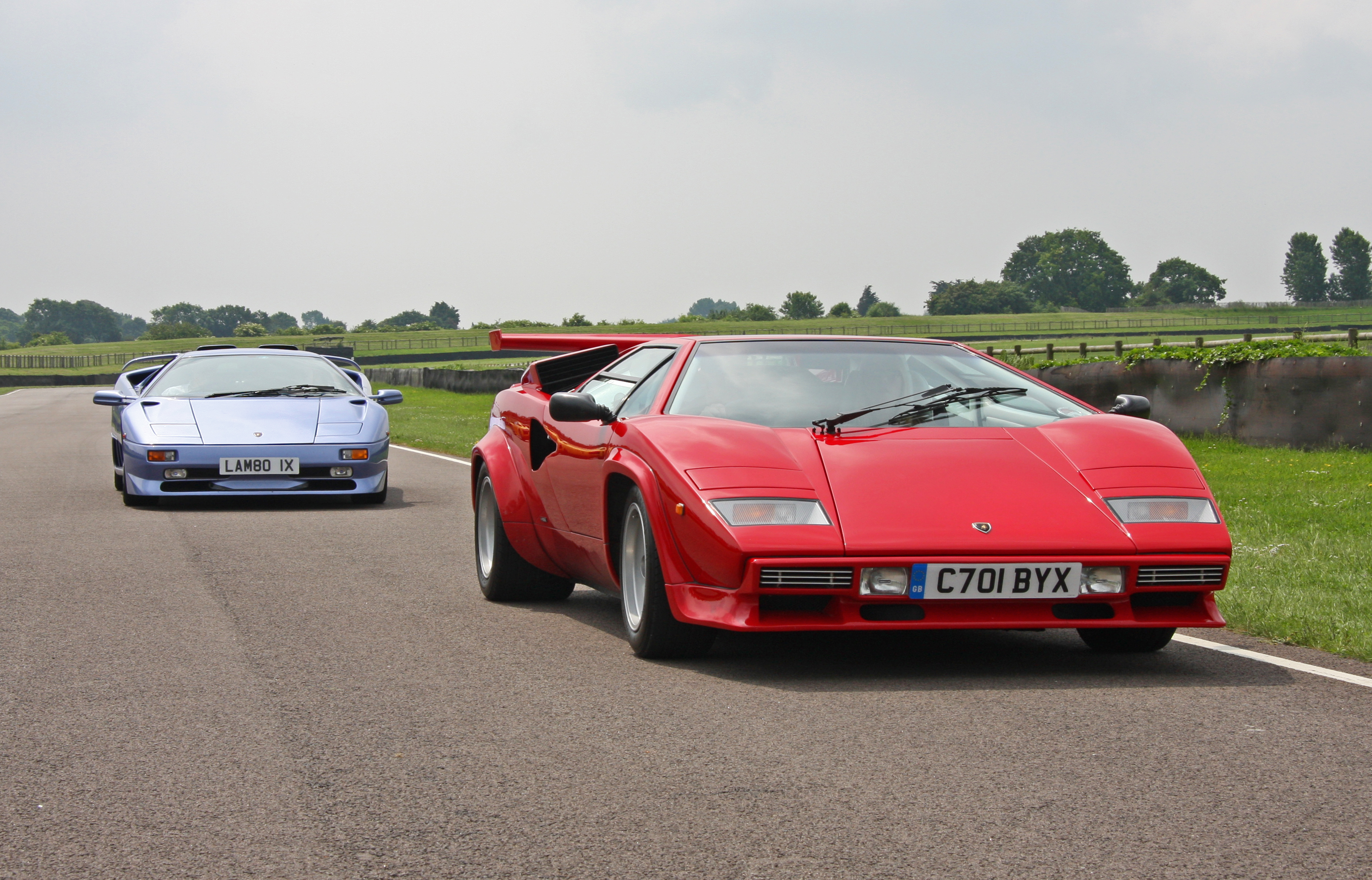 File Lamborghini Diablo Sv And Countach Jpg Wikimedia Commons